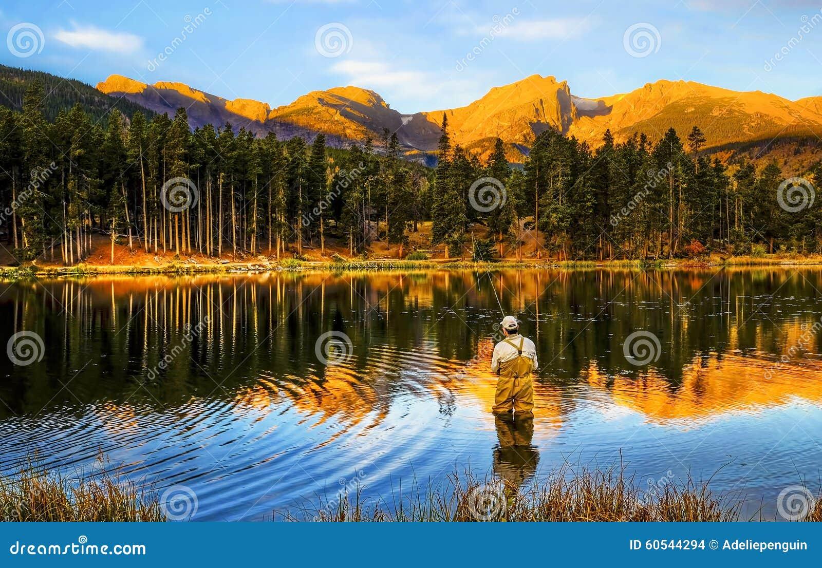 钓鱼在日出,在科罗拉多山