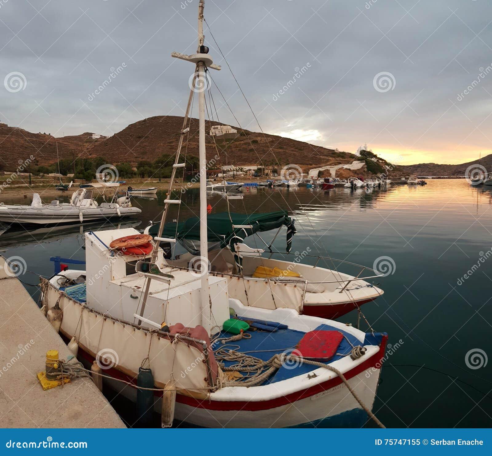 钓鱼希腊的小船