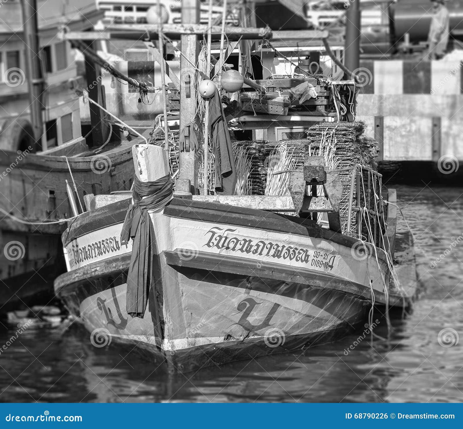 钓鱼泰国传统的小船