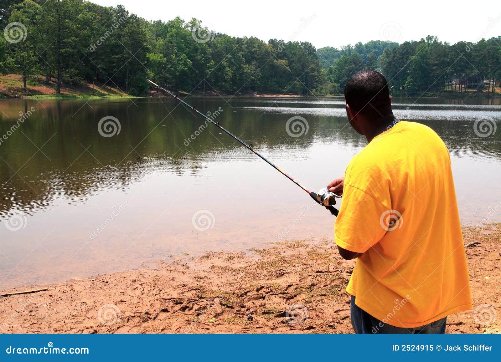 钓鱼者捕鱼