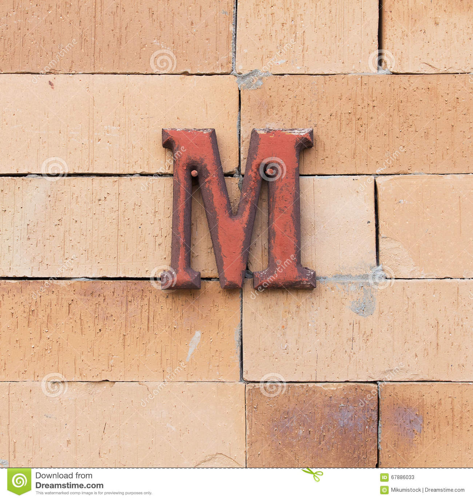 钢织地不很细字母表M