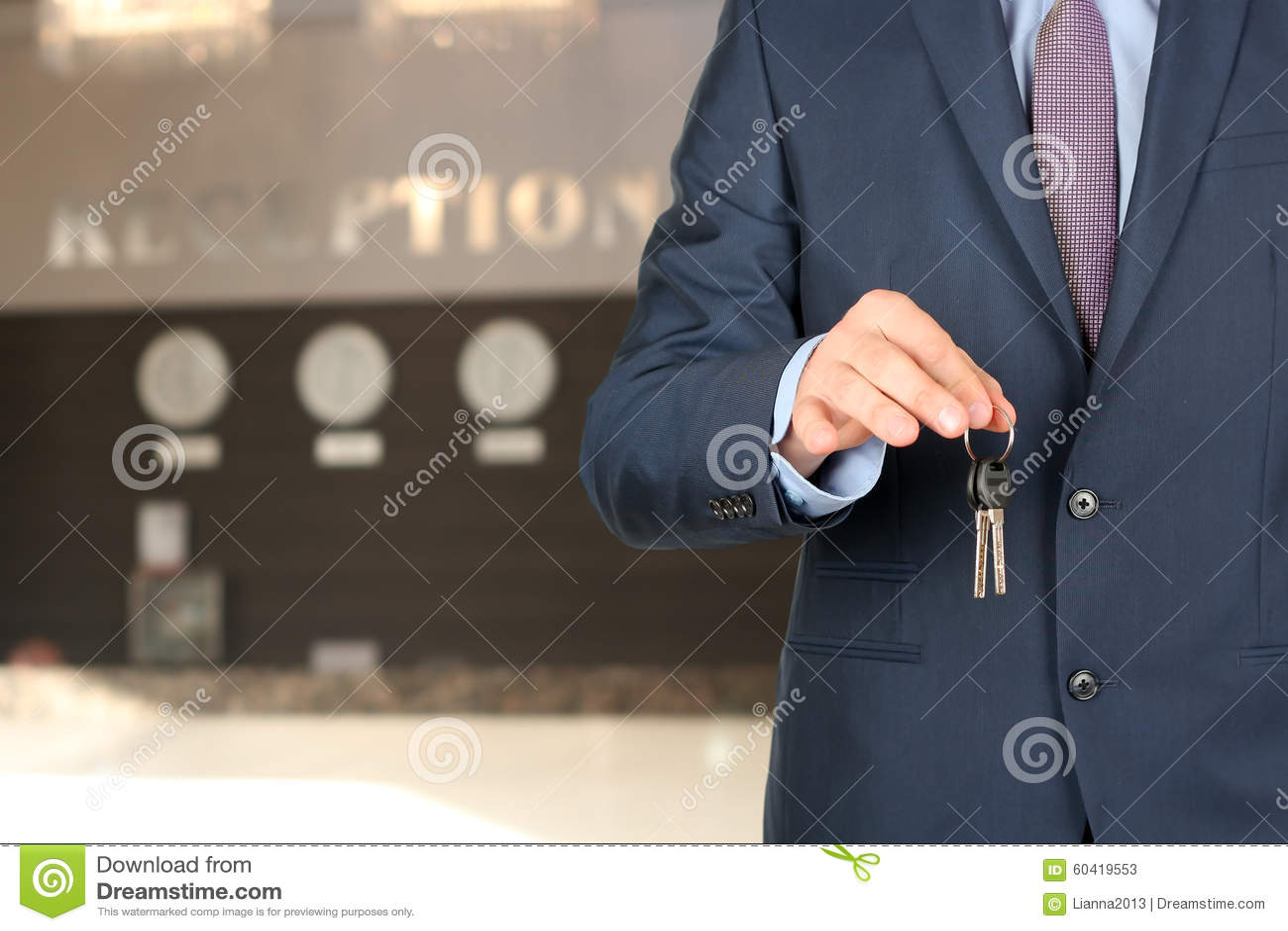 给钥匙的招待会的商人