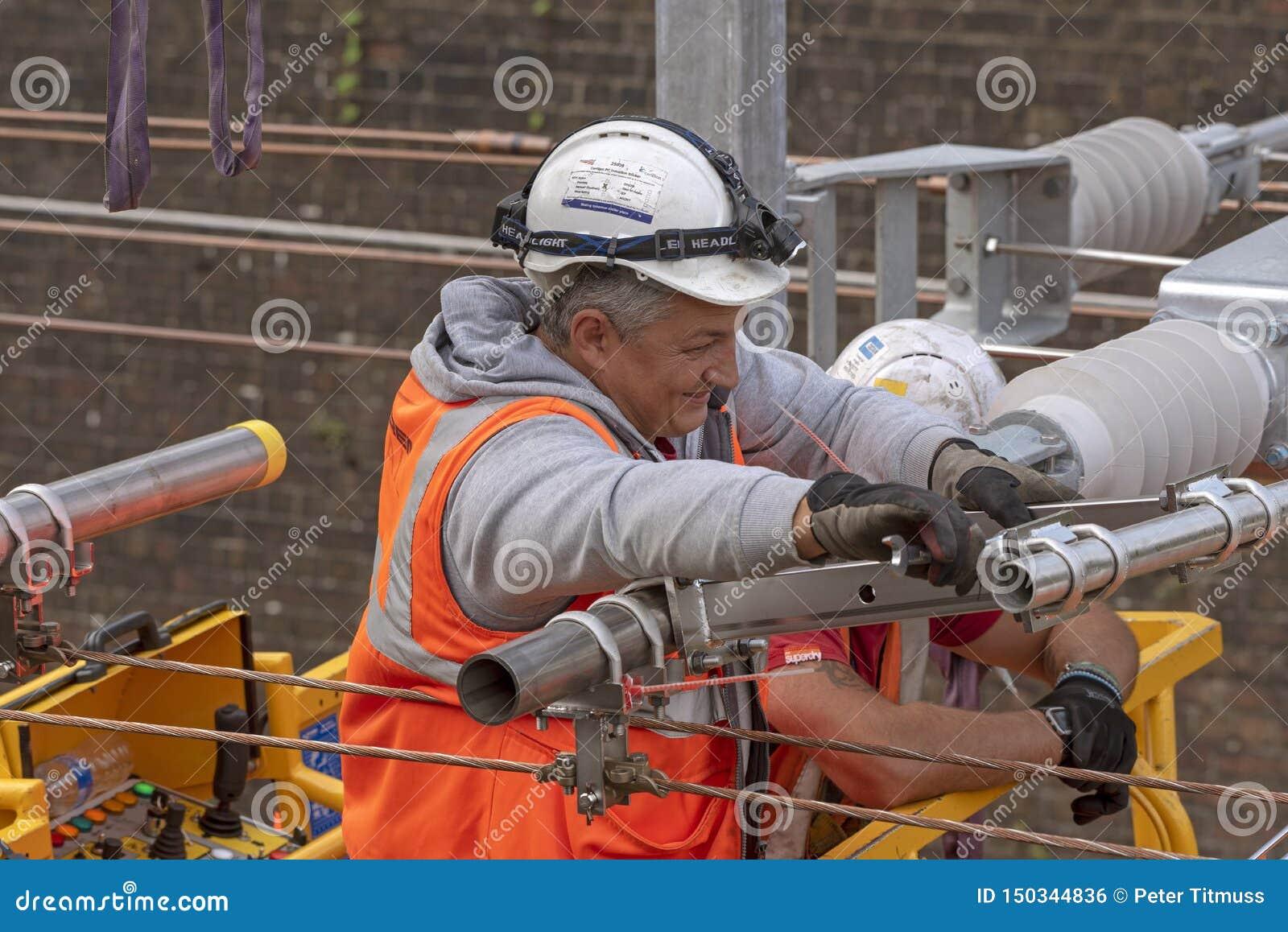 铁路电子工作者