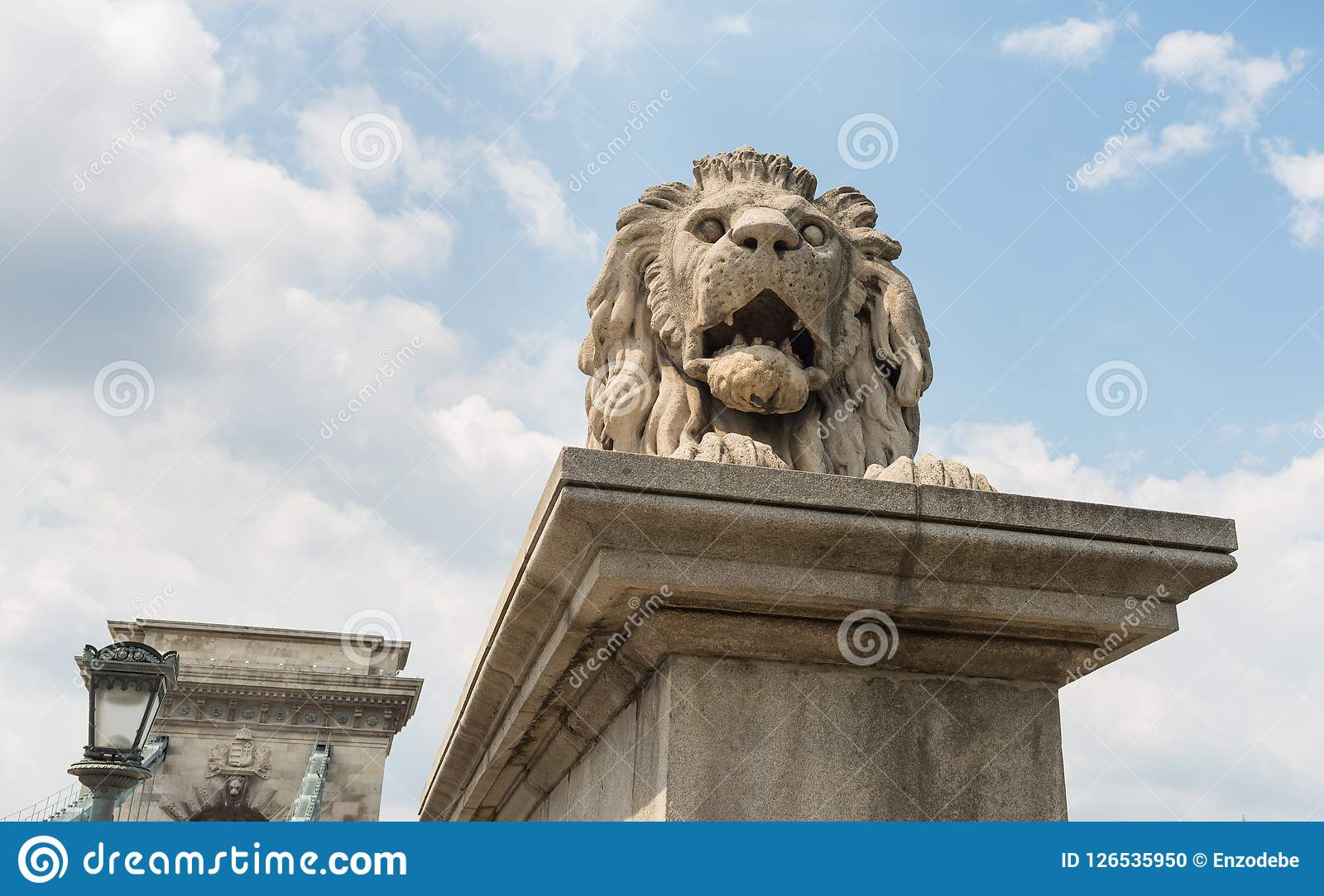铁锁式桥梁-布达佩斯-匈牙利狮子雕象  库存照片