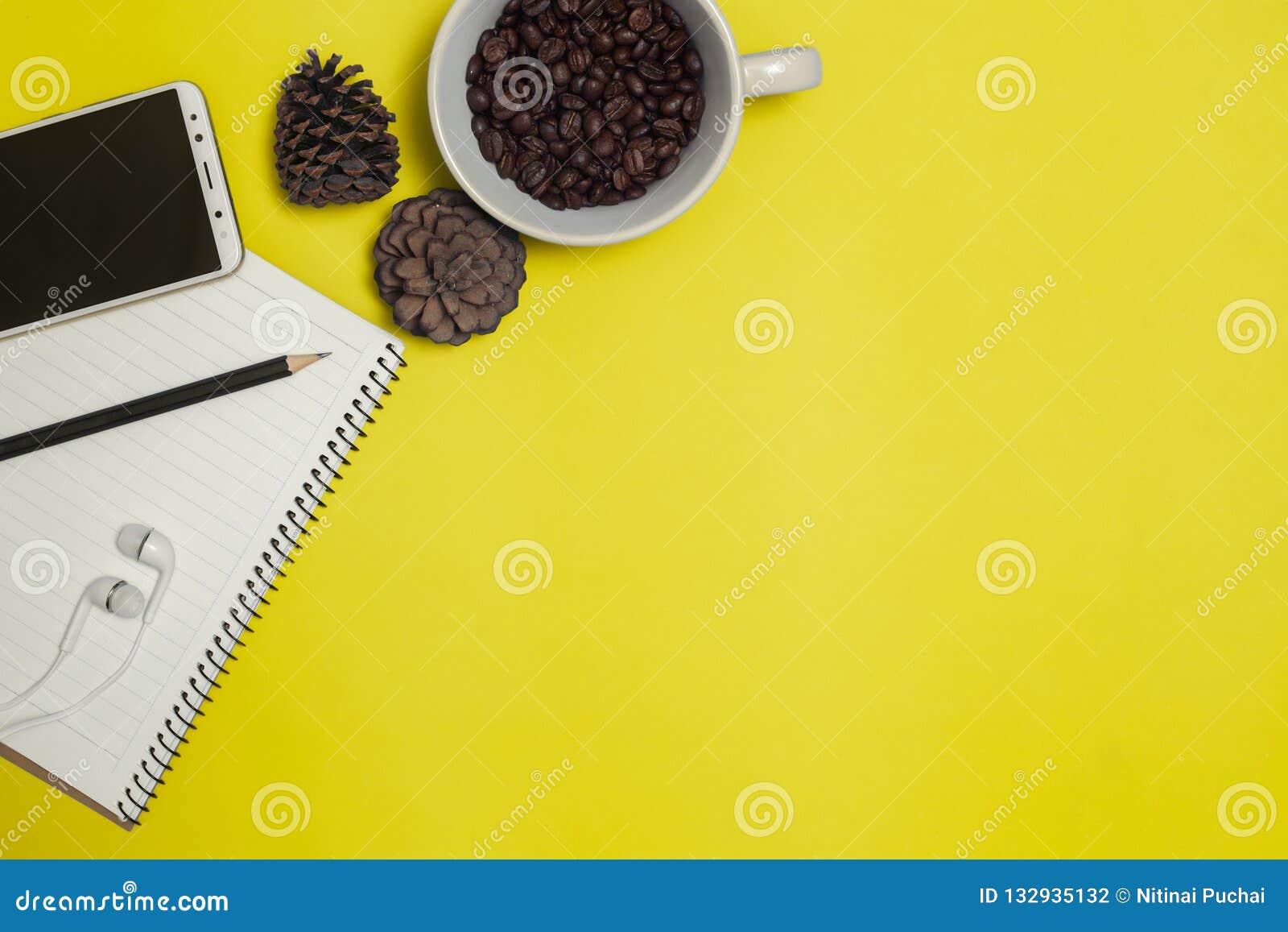 铅笔和咖啡与空间