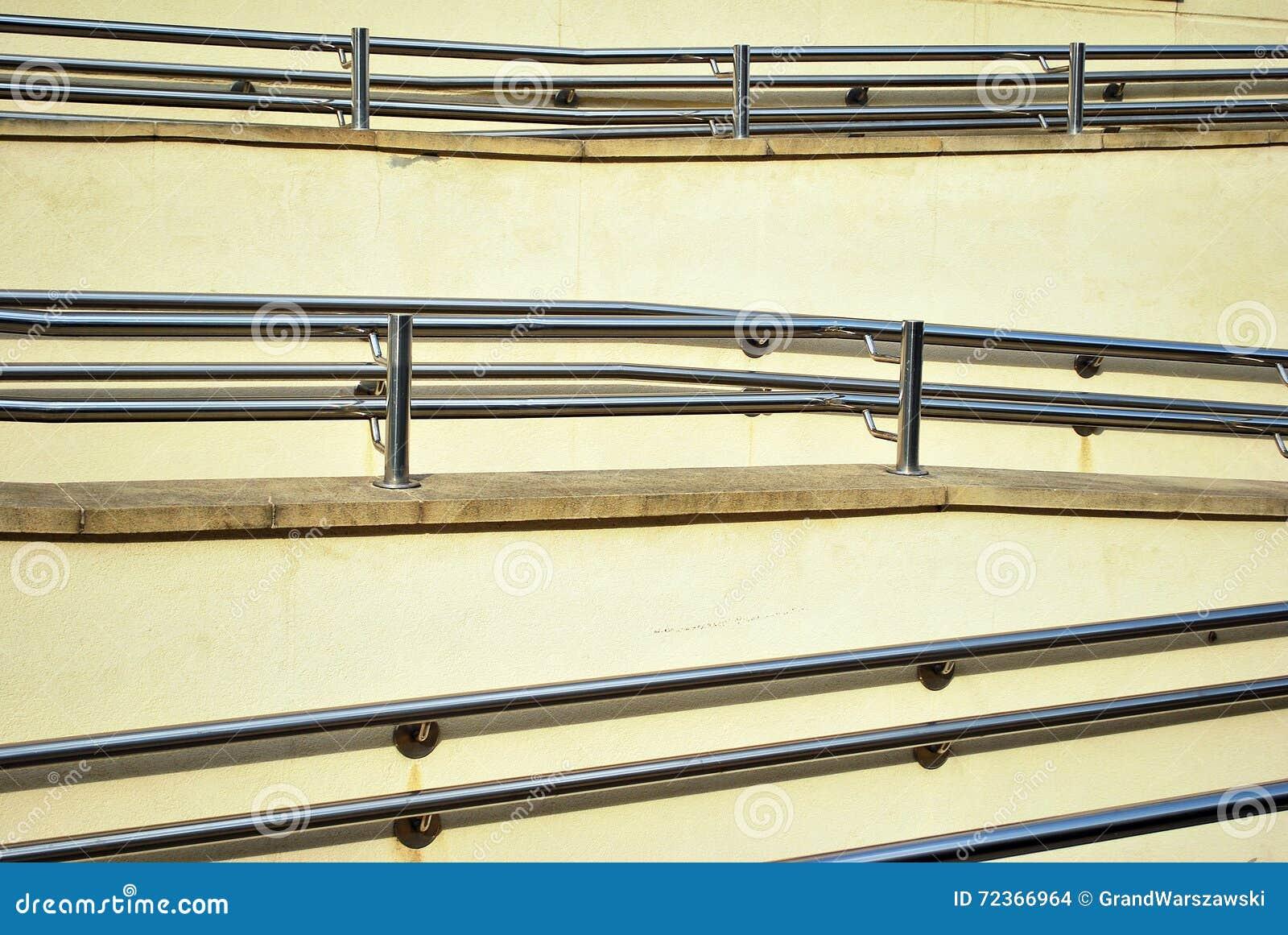 铬有扶手栏杆的金属篱芭