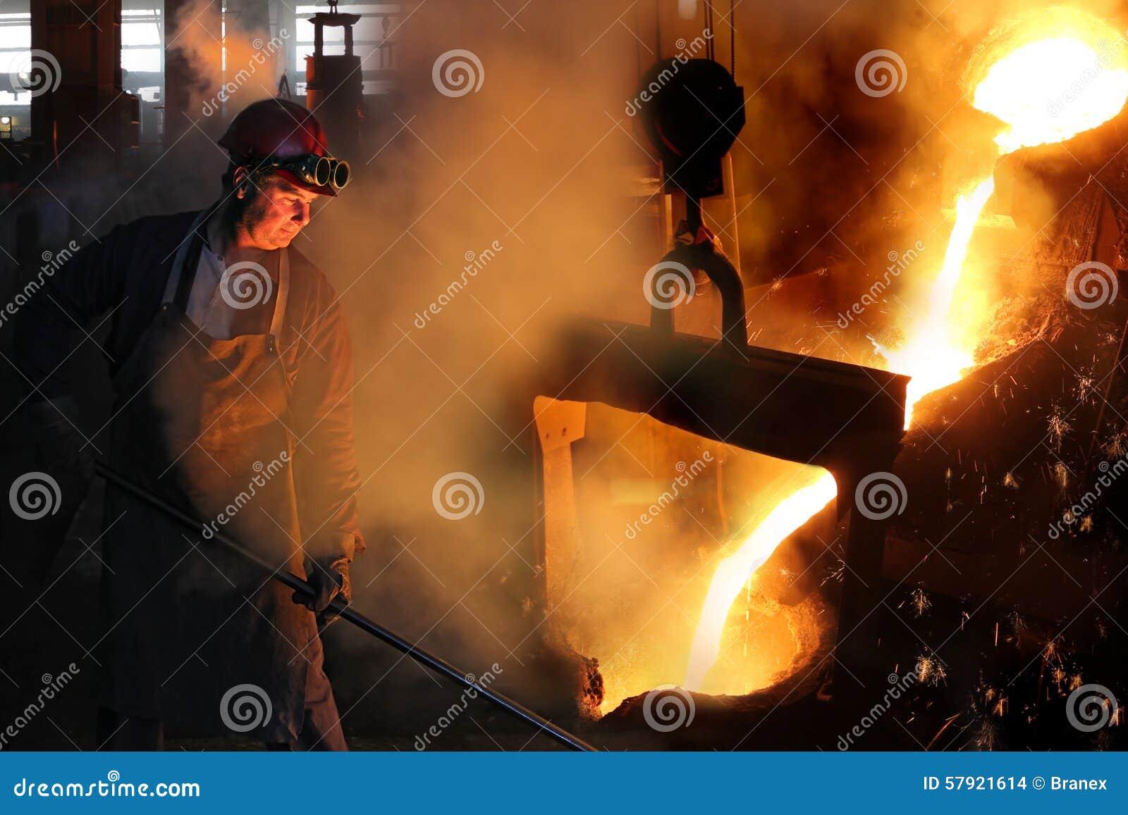 铸造厂坚苦工作