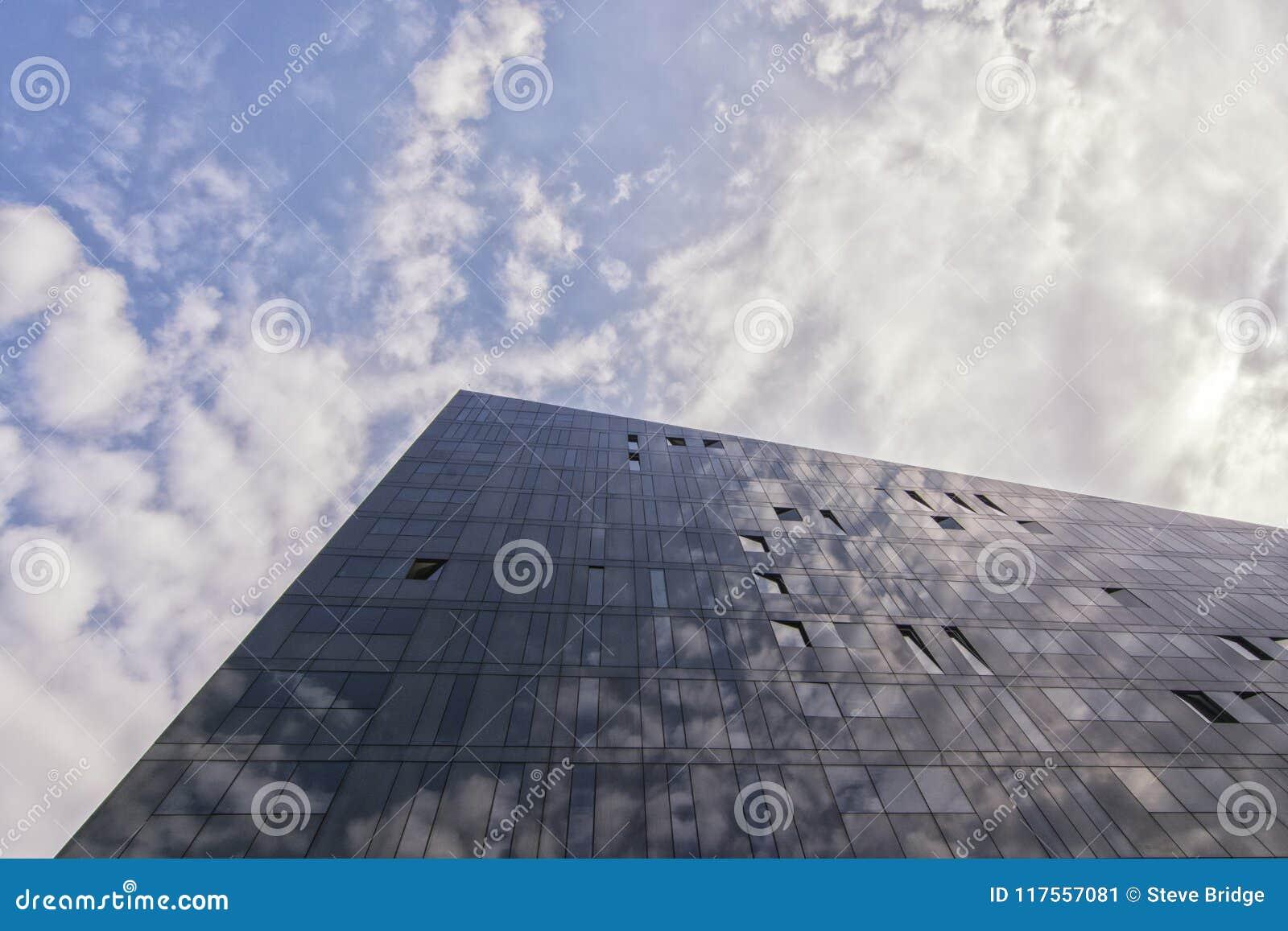 锋利的点-大厦建筑学