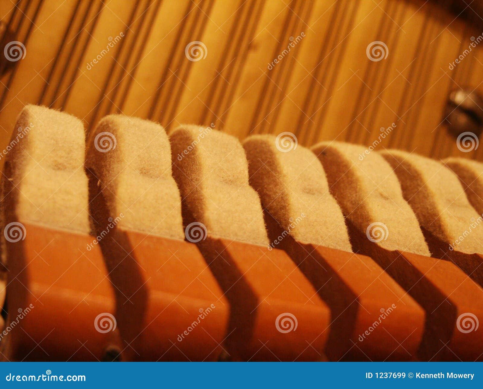 锤击钢琴字符串