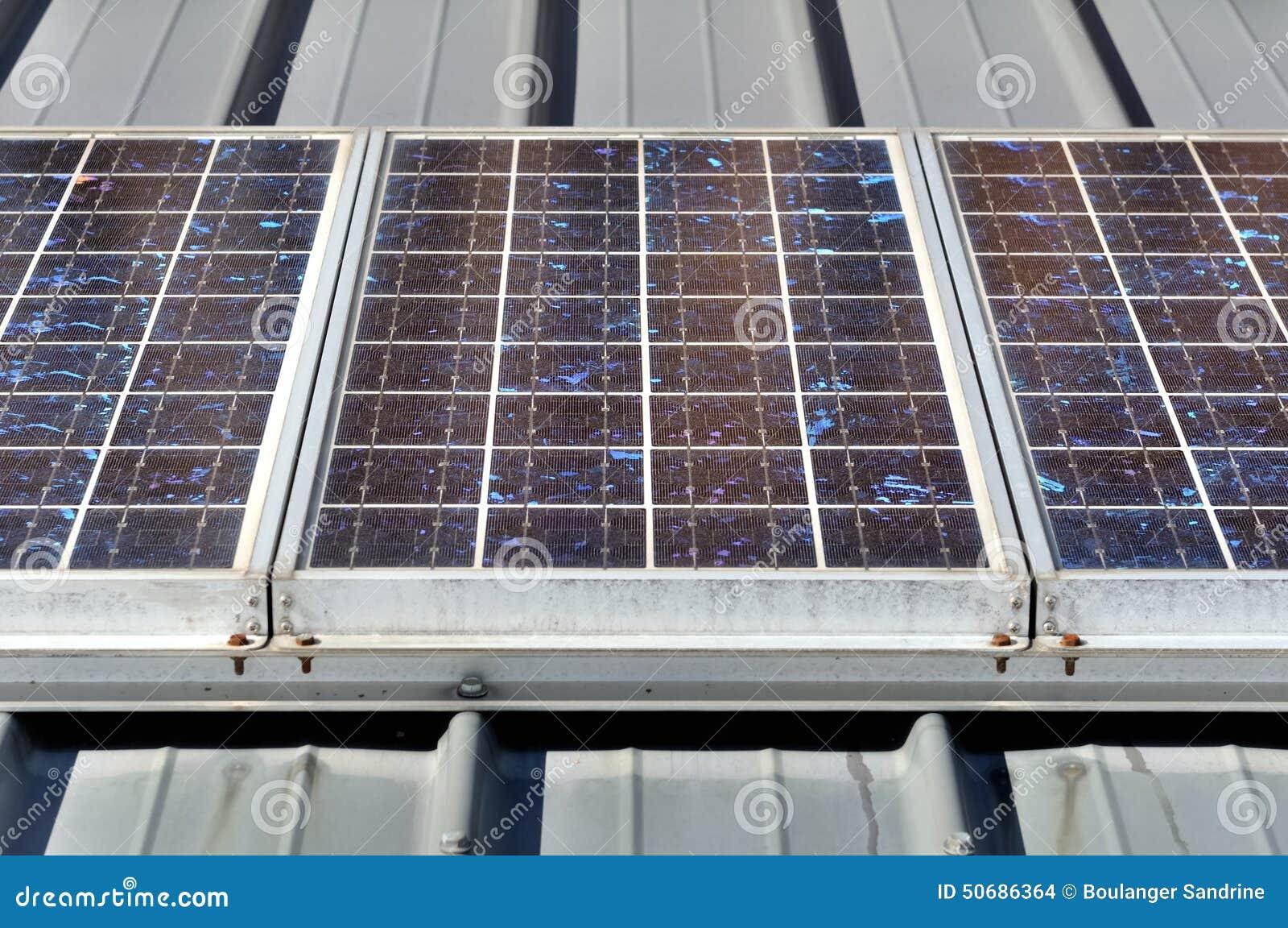 Download 镶板太阳 库存照片. 图片 包括有 房子, 屋顶, 光致电压, 可延续, 面板, 能源, 布琼布拉, 次幂 - 50686364