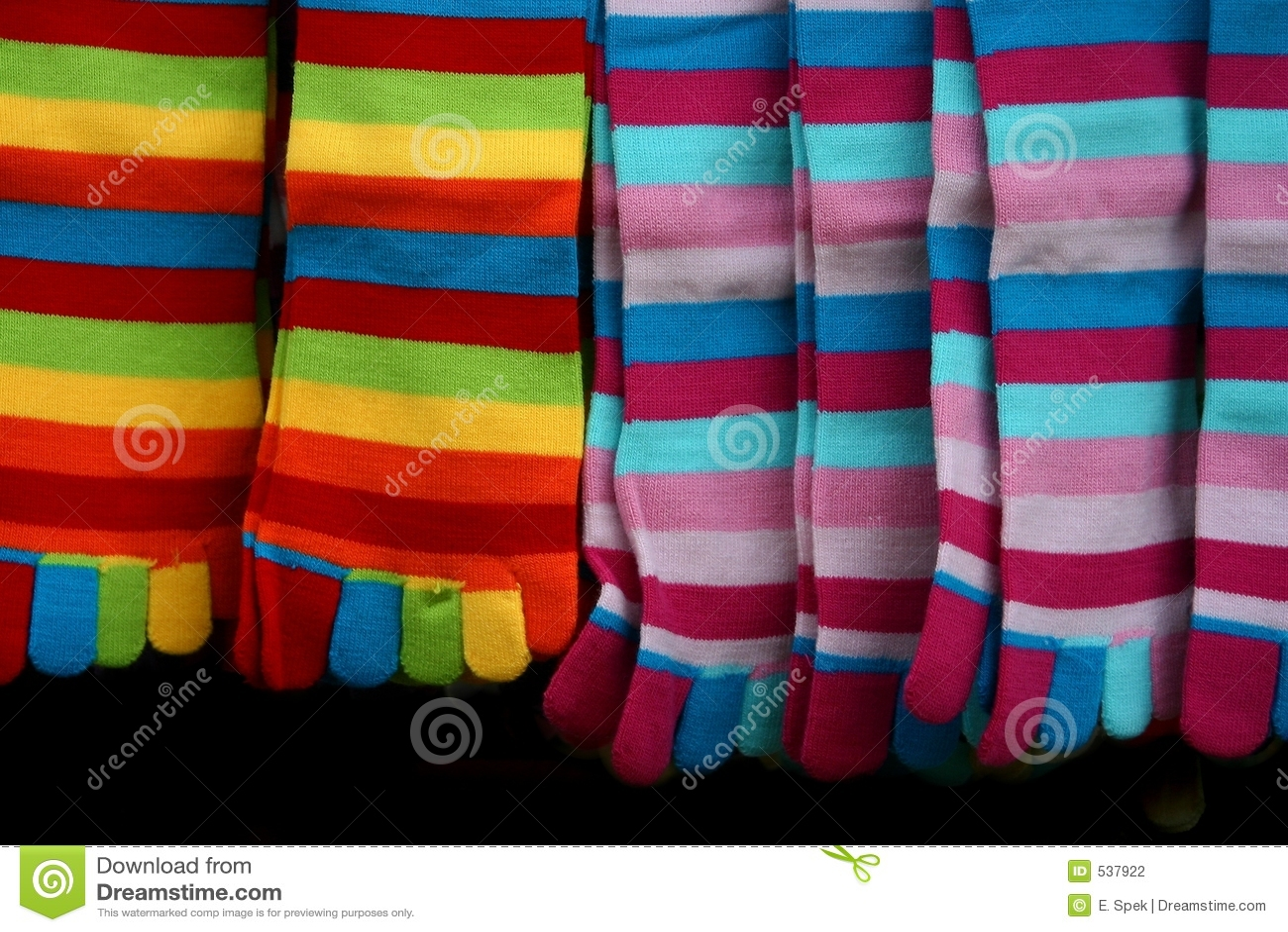 Download 镶边的五颜六色的袜子 库存照片. 图片 包括有 脚趾, 镶边, 袜子, 销售额, 五颜六色, 市场, 舒适, 温暖 - 537922