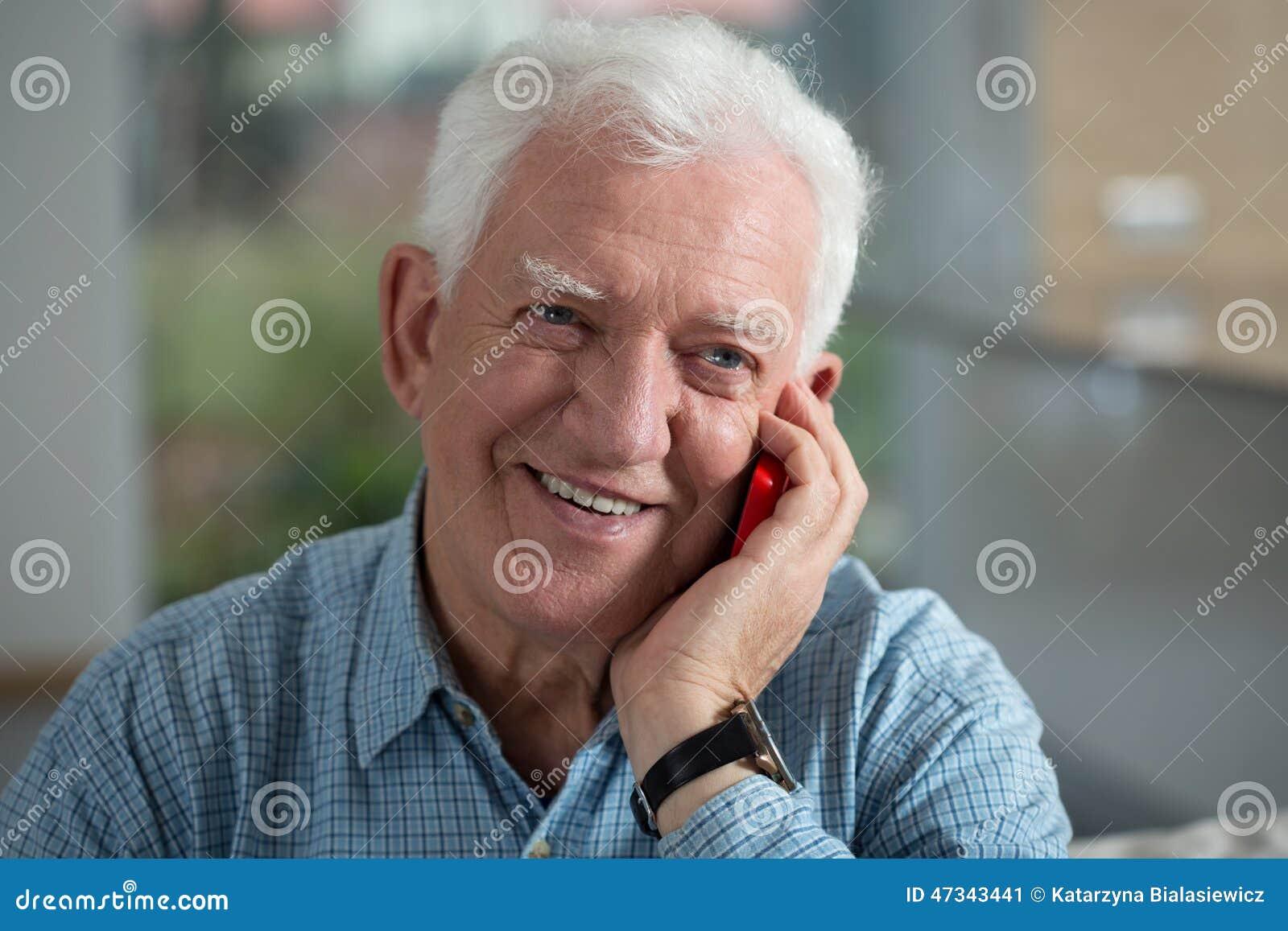 年长人微笑