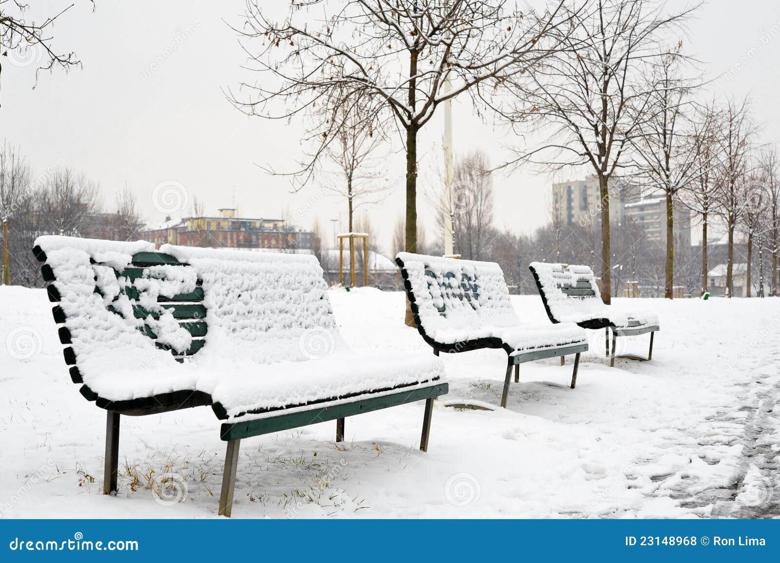 长凳在公园