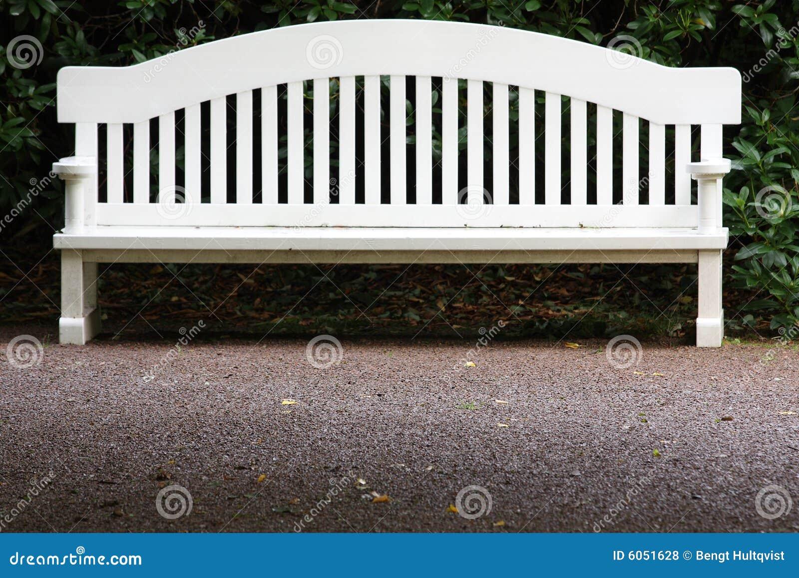 长凳庭院白色