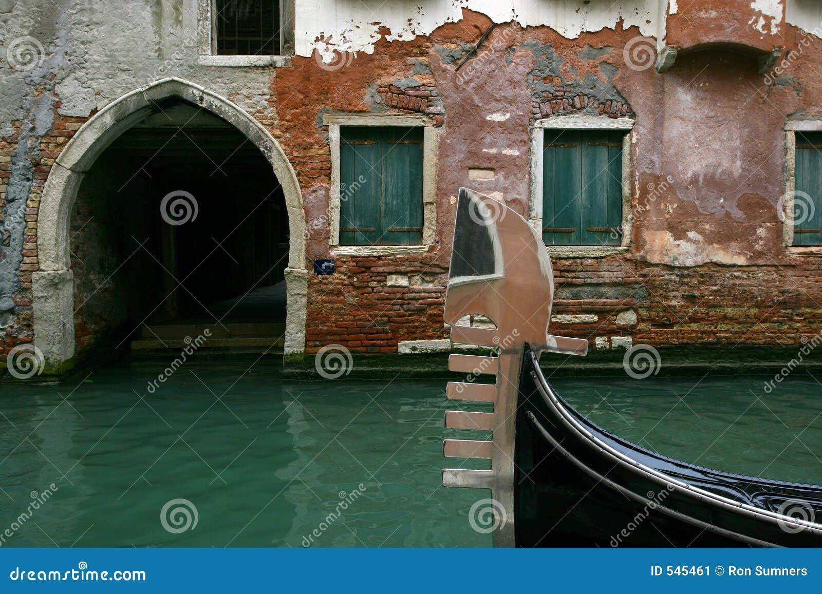 Download 长平底船等待 库存图片. 图片 包括有 意大利语, 欧洲, 假期, 小船, 观光, 旅游业, 意大利, 平安 - 545461
