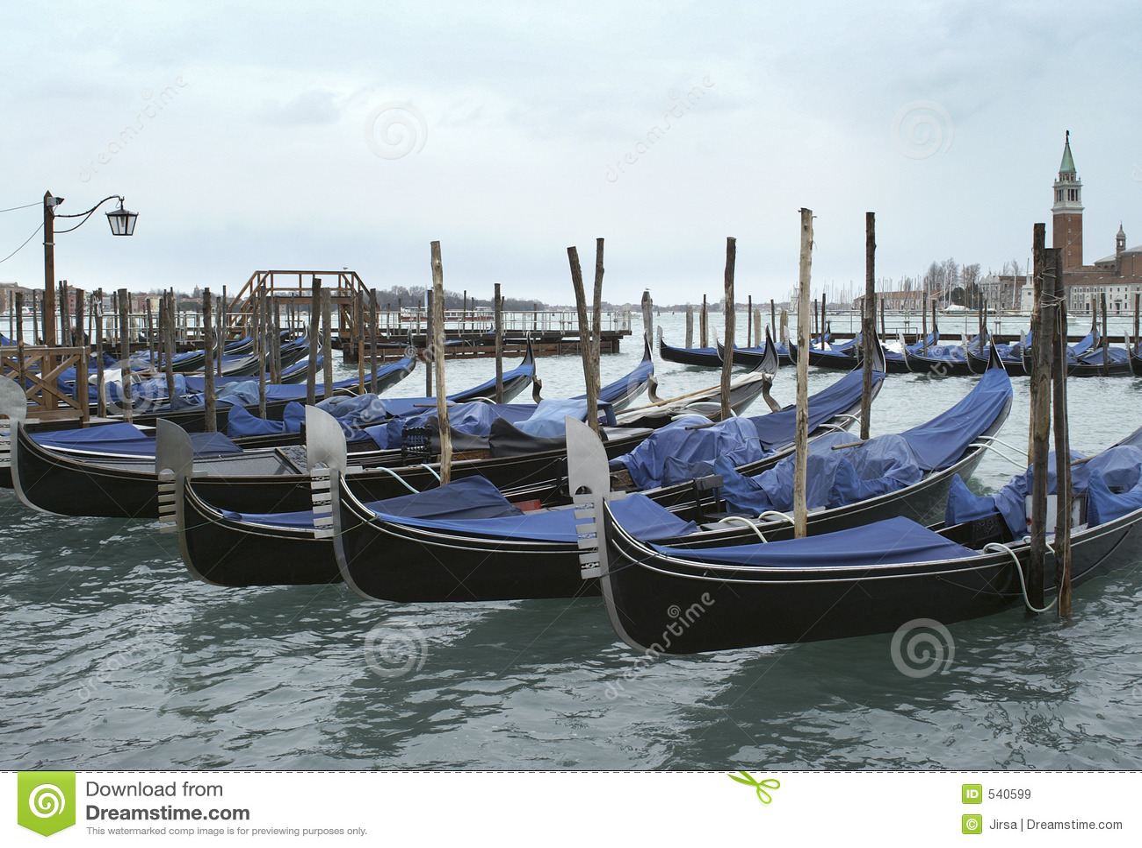 Download 长平底船 库存图片. 图片 包括有 狂欢节, 长平底船, 五颜六色, 意大利, 天空, 海运, 威尼斯, 通知 - 540599