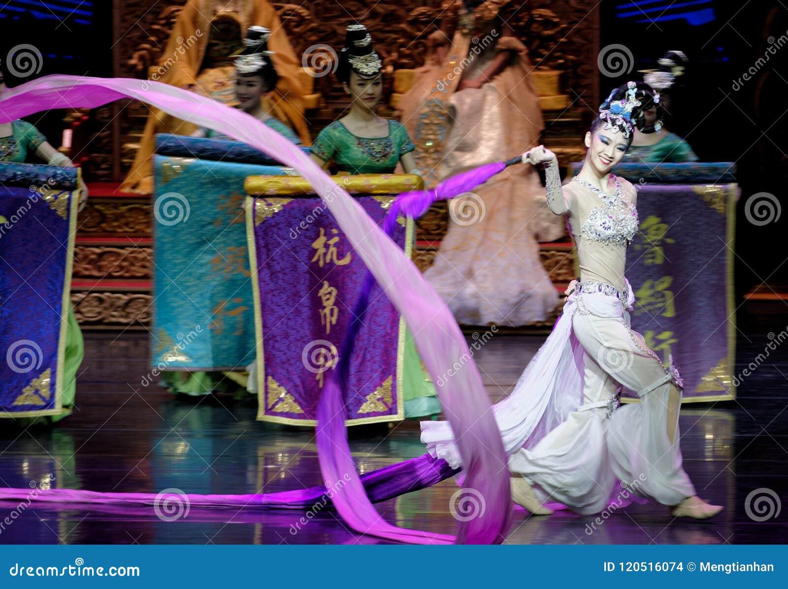 长袖的宫廷舞蹈其次7-The行动:在宫殿史诗舞蹈戏曲`丝绸公主`的一个宴餐