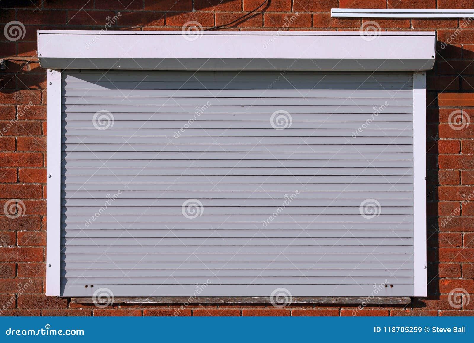 闭合的浅灰色的安全快门
