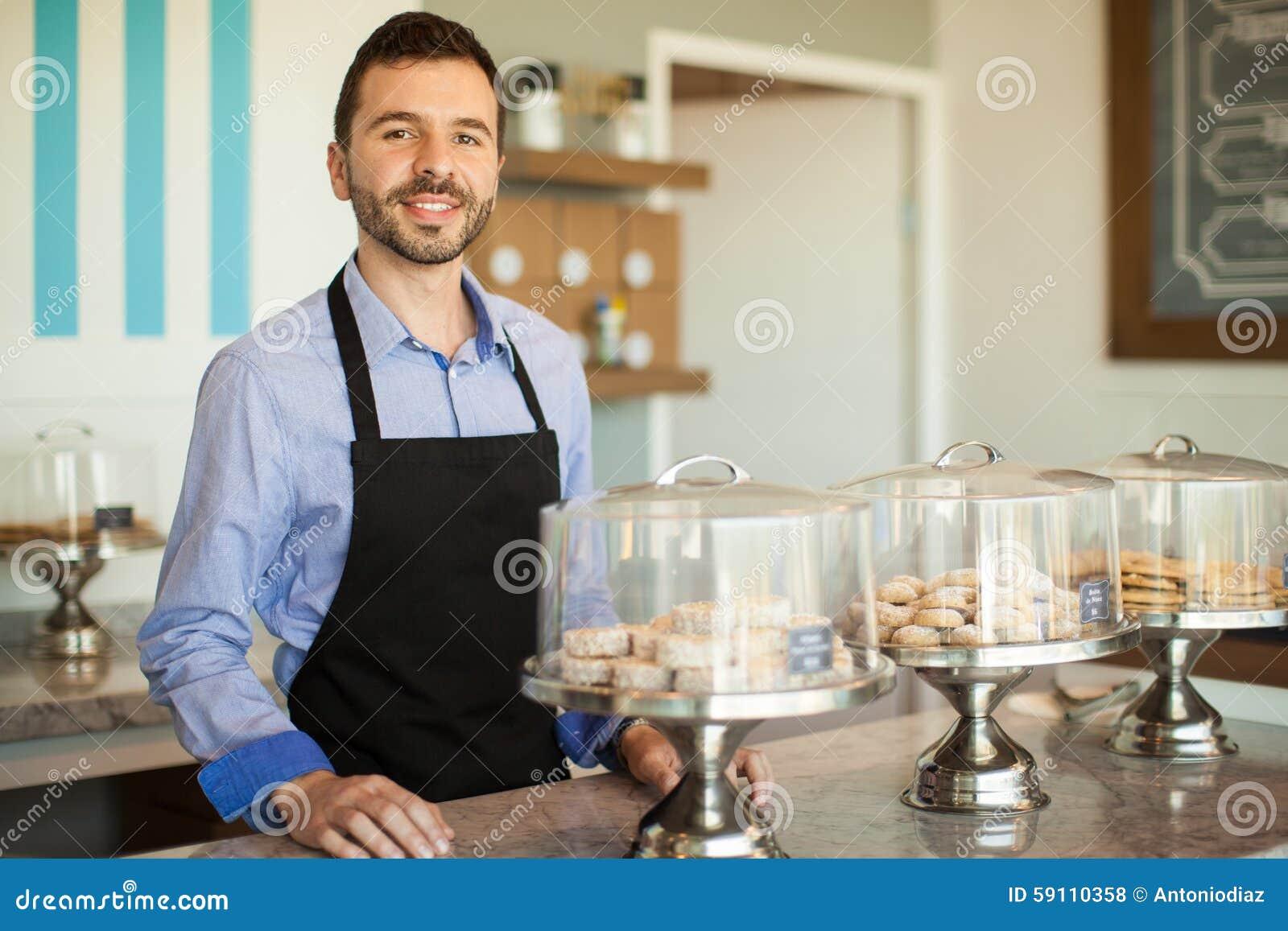 问候顾客到他的面包店里