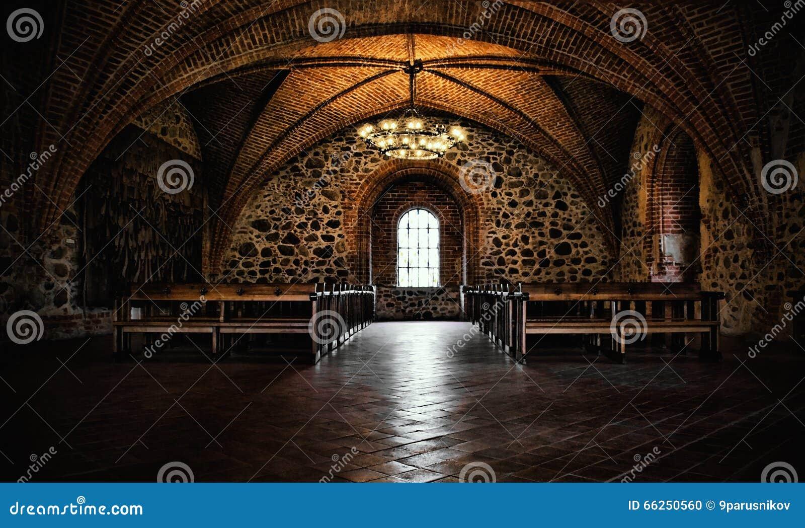 防御室,地道中世纪内部,哥特式大厅.图片
