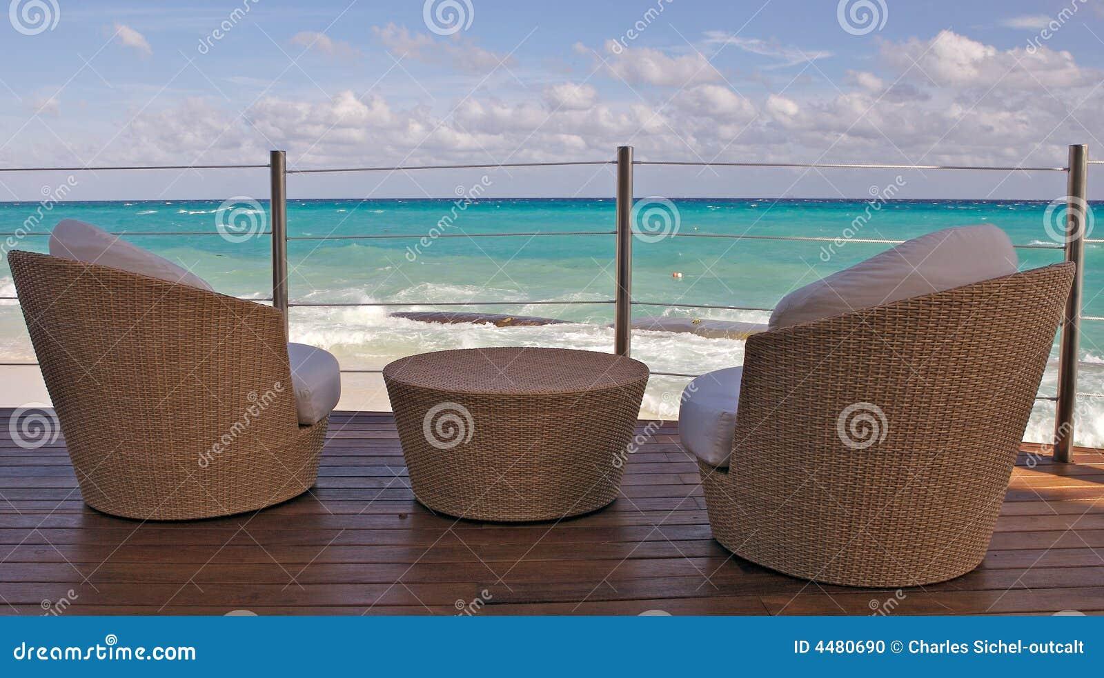 阳台海滩视图