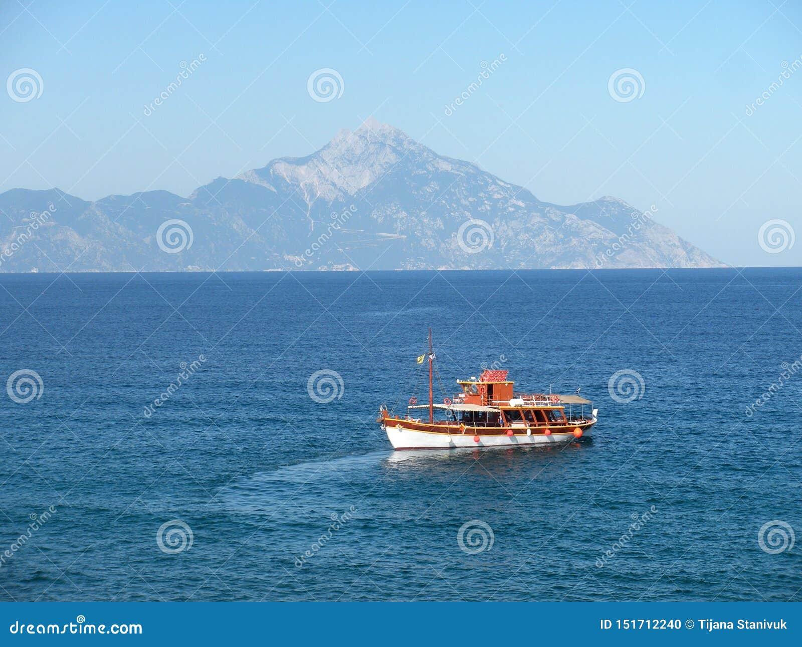 阿多斯山和海