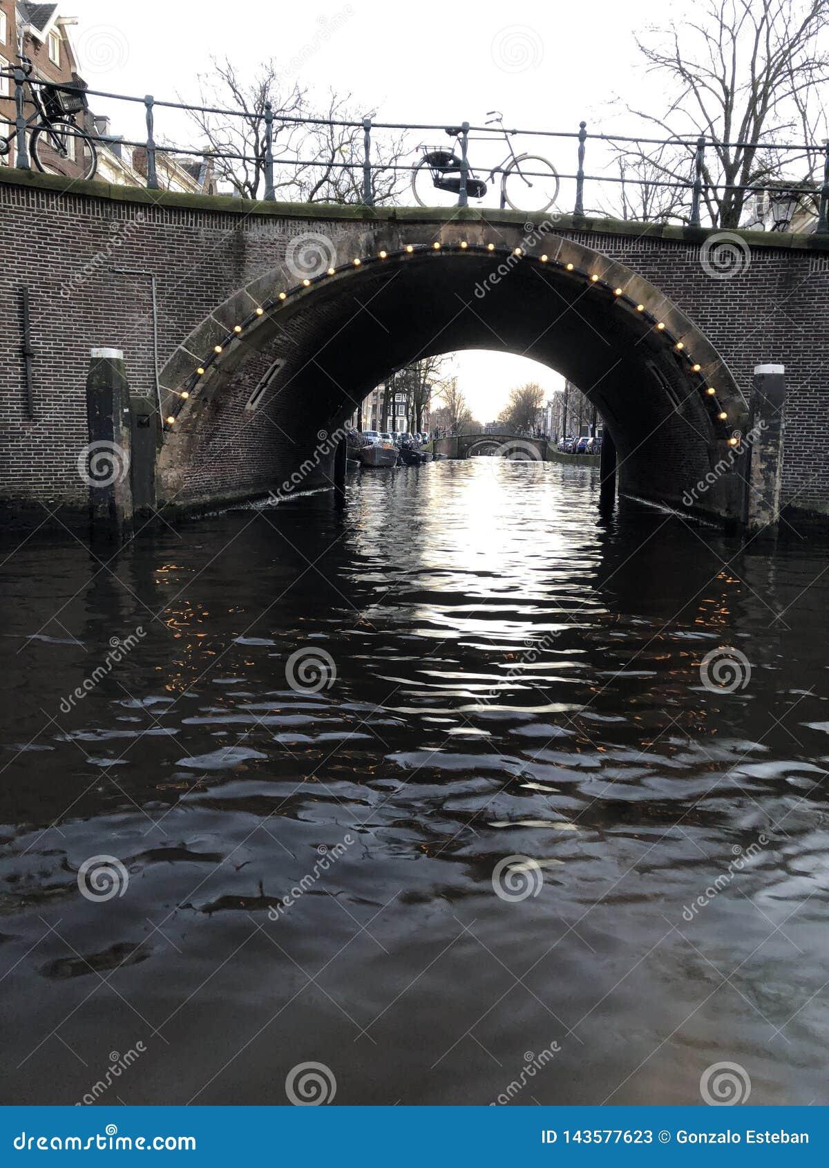 阿姆斯特丹运河在冬天