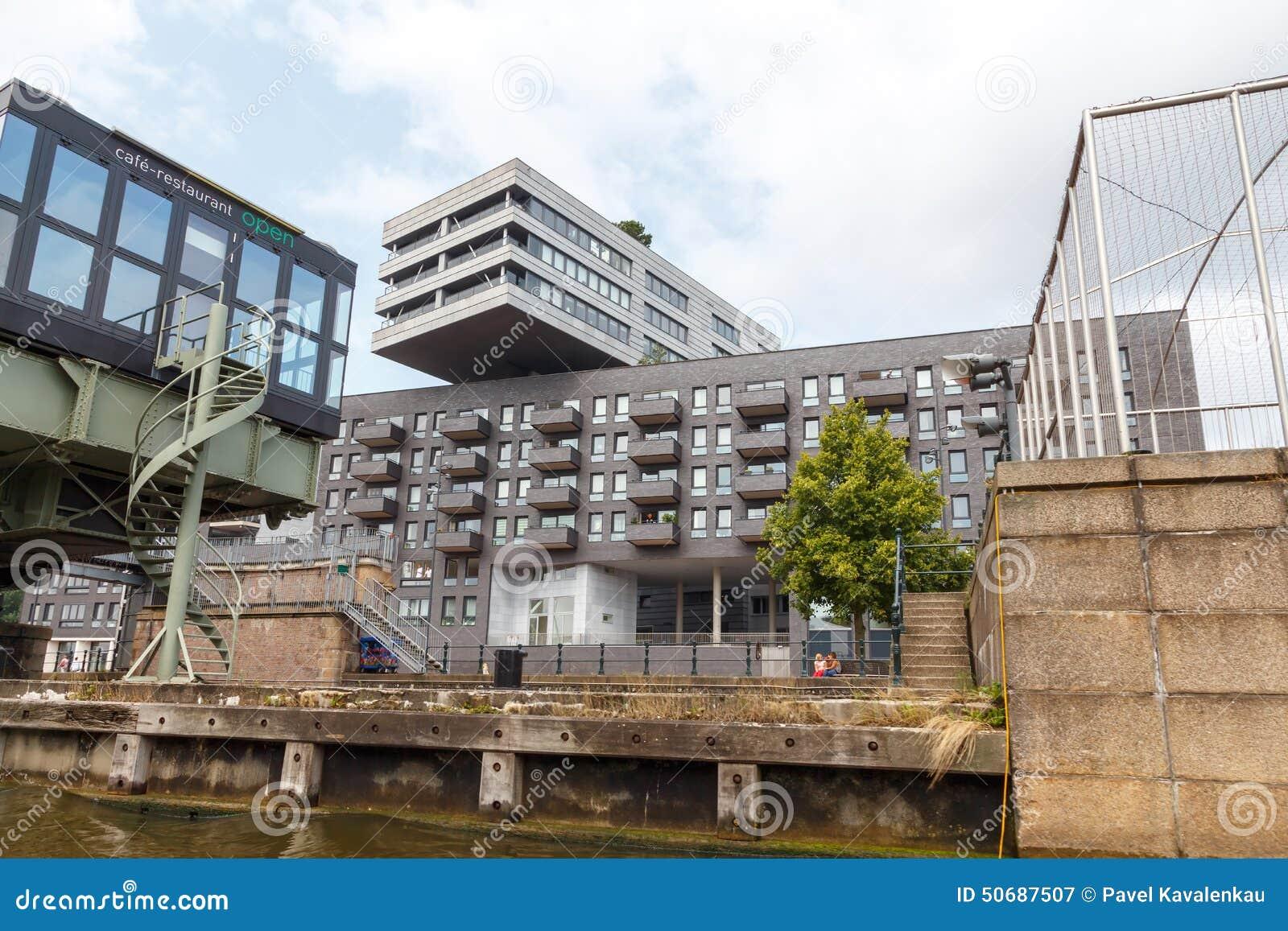 Download 阿姆斯特丹运河 图库摄影片. 图片 包括有 旅行, 门面, 运输, 咖啡, 现代, 拱道, 布哈拉, 的treadled - 50687507