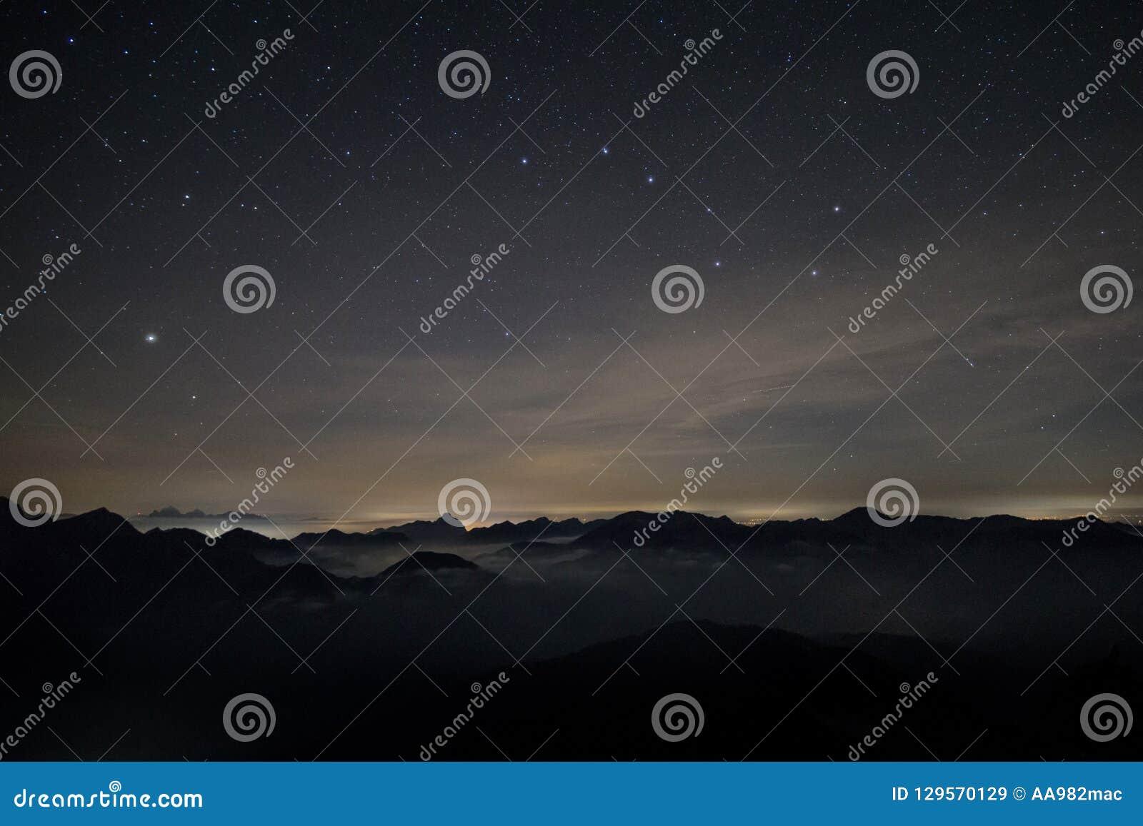 阿尔卑斯在与七星的晚上