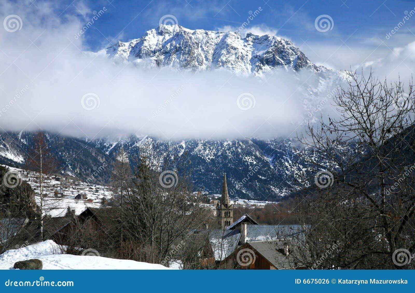 阿尔卑斯法国nevache老小的村庄