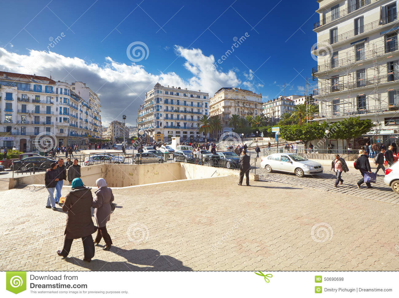 Download 阿尔及尔市,阿尔及利亚中央街道 编辑类库存照片. 图片 包括有 阿尔及尔, 都市风景, 蓝色, 多数, 资本 - 50690698