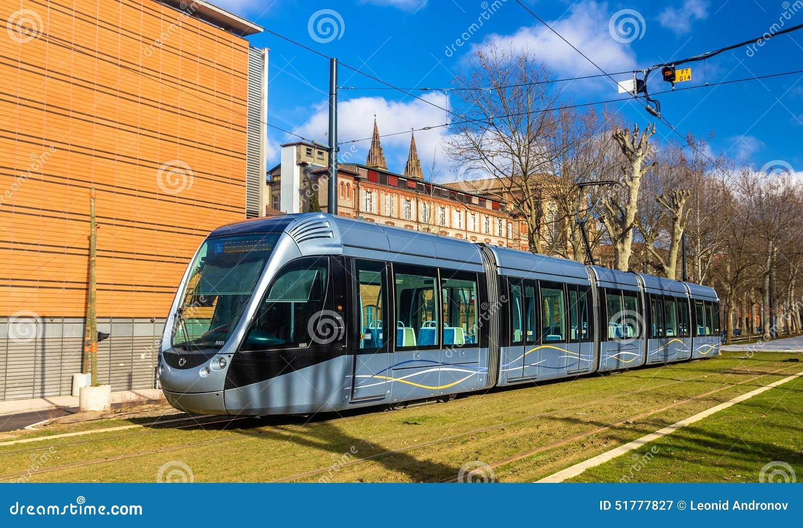 图卢兹,法国- 1月07 :阿尔斯通2014年1月7日的citadis 302电车在