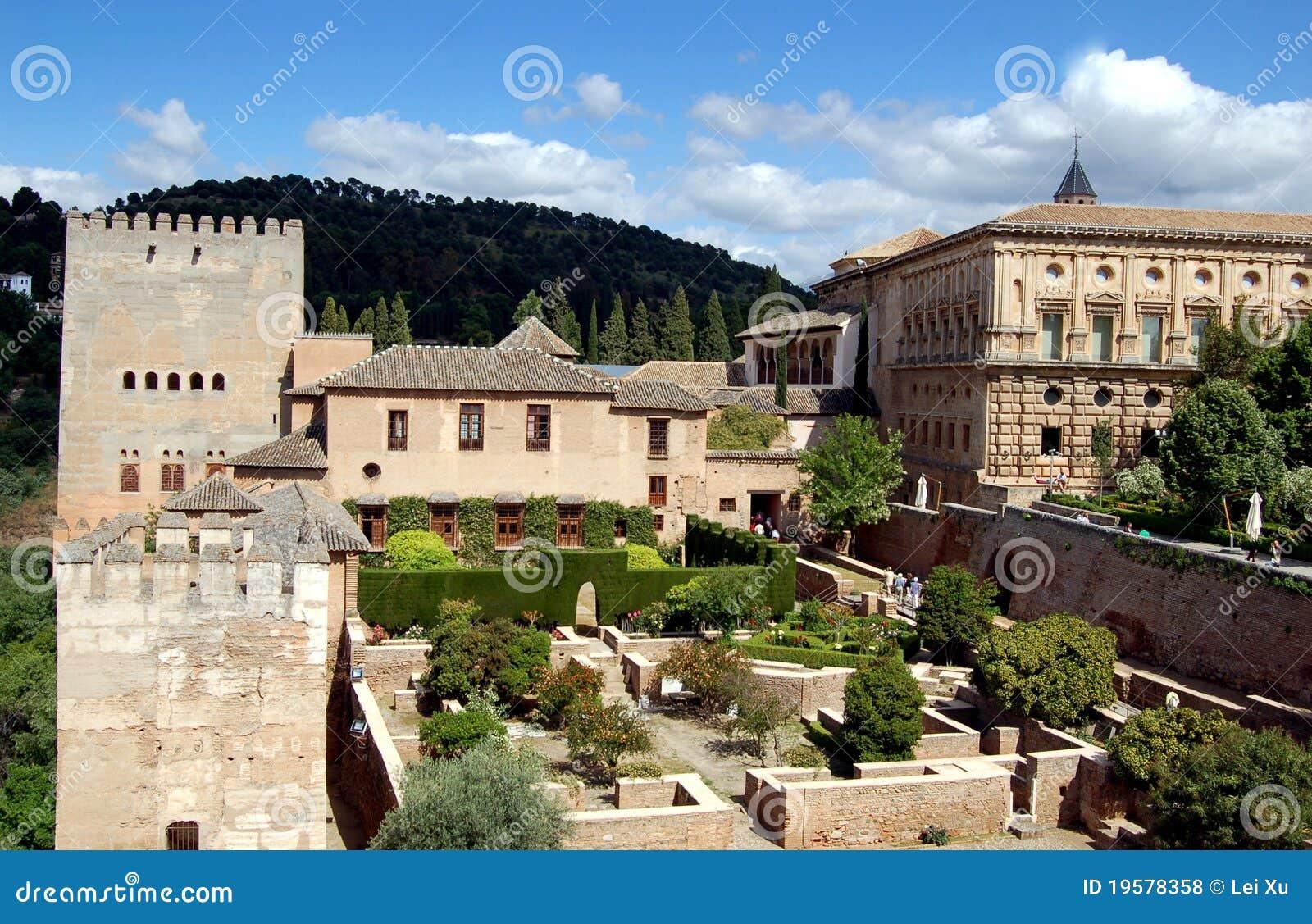 阿尔汉布拉规则式园林格拉纳达有历史的壮观的标记中世纪宫殿新生图片