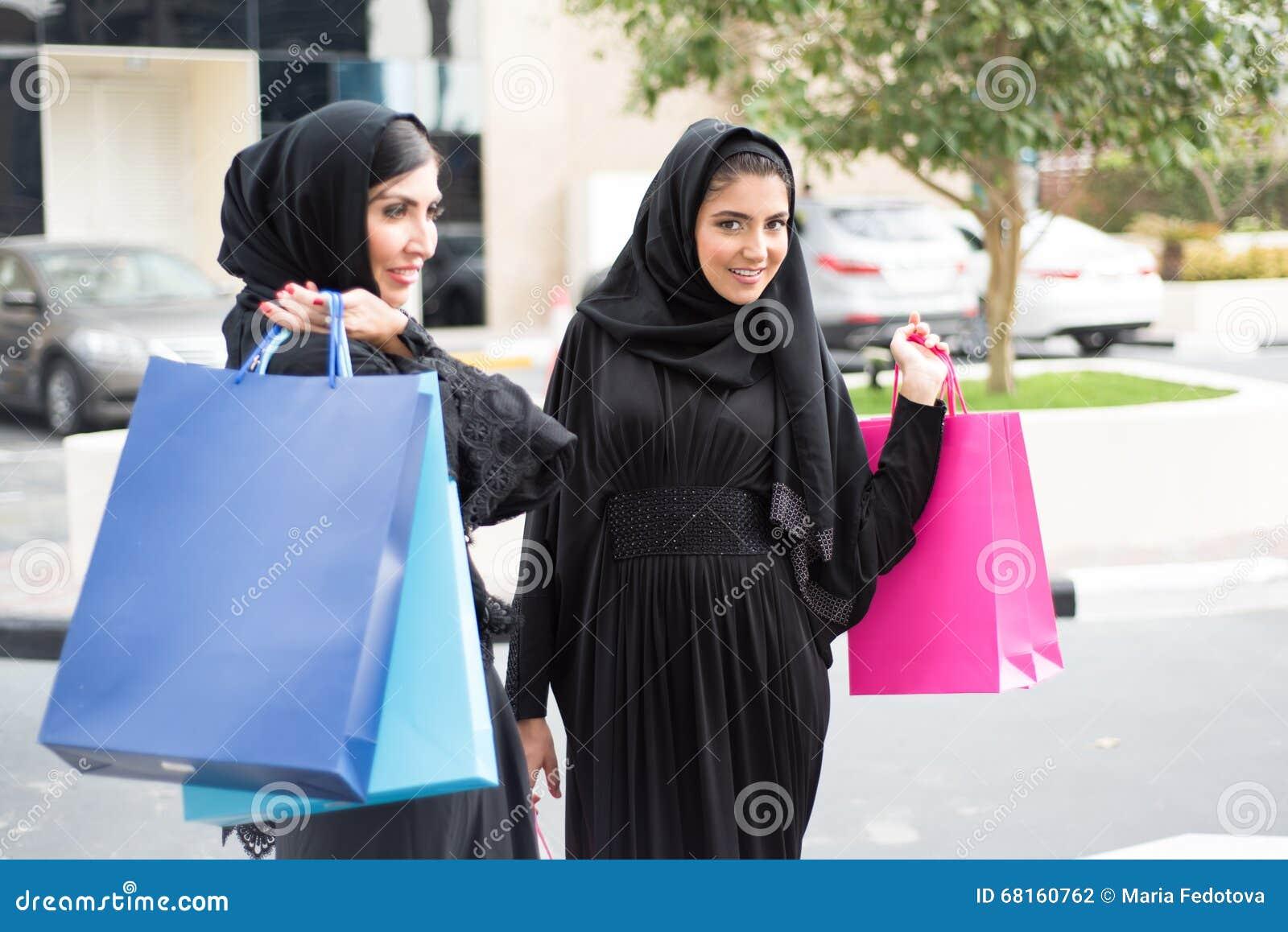 阿拉伯妇女购物