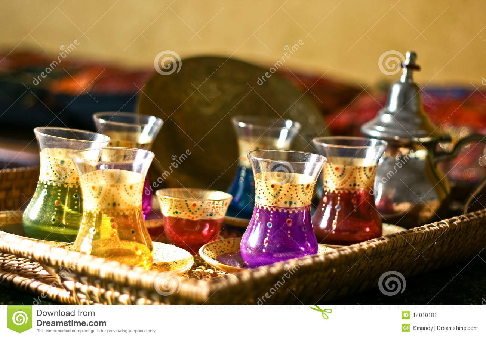 阿拉伯杯子牌照设置了茶