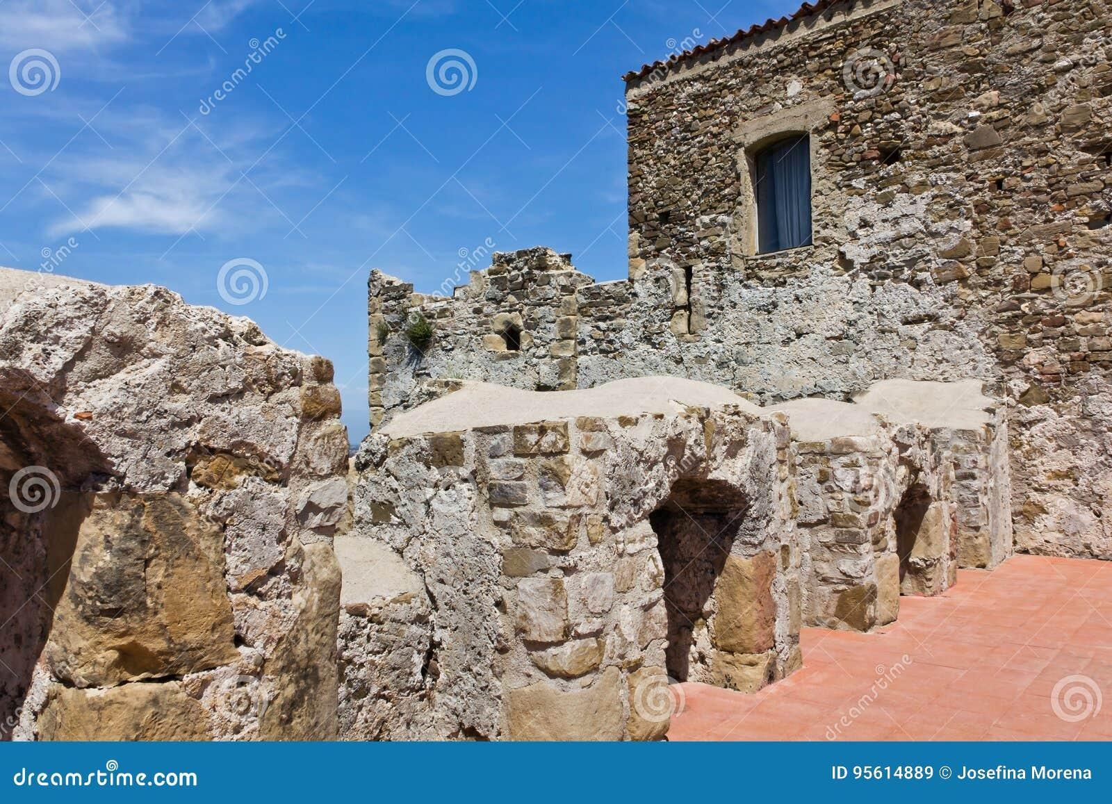 阿格罗波利Aragonese城堡