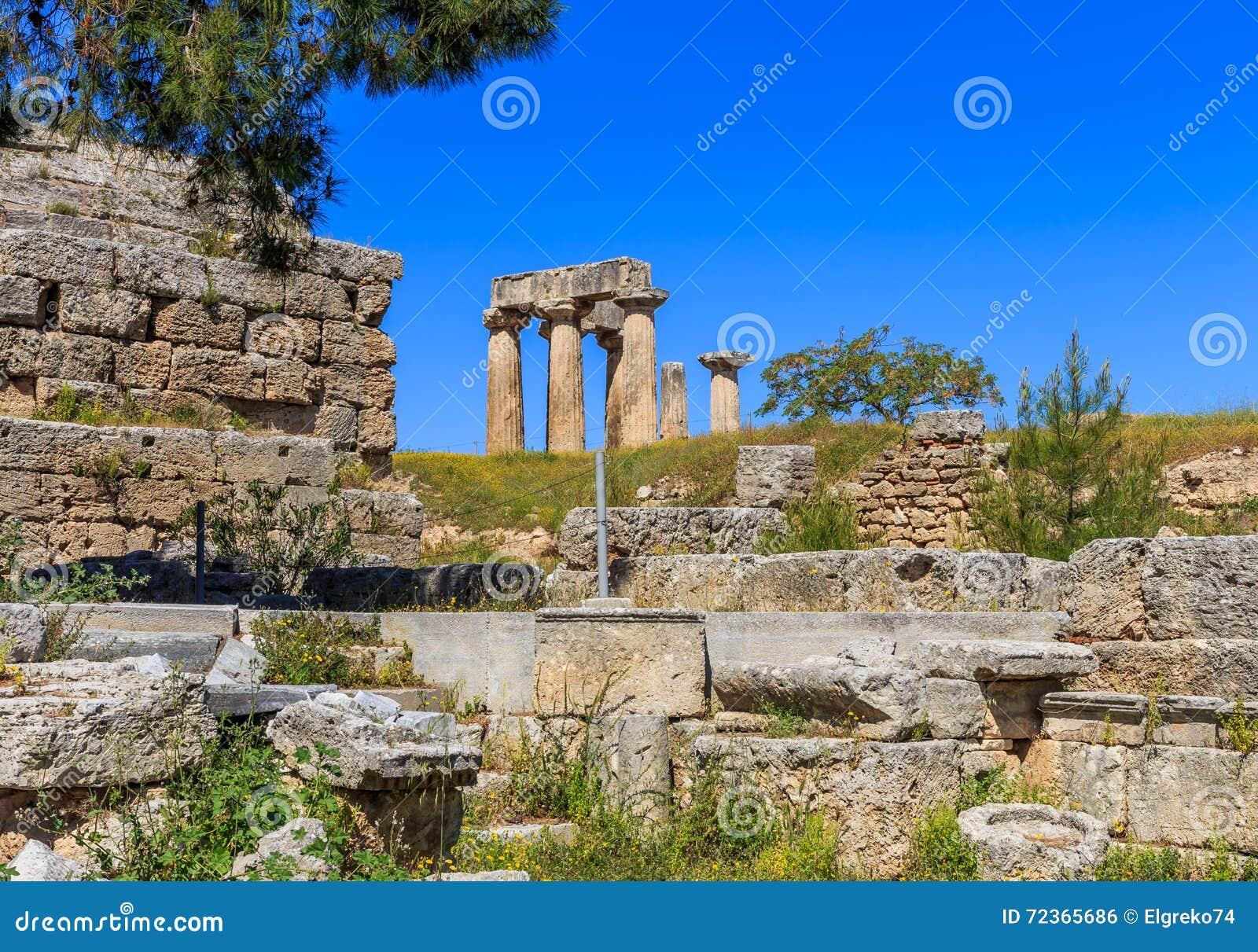 阿波罗寺庙废墟在古老科林斯湾