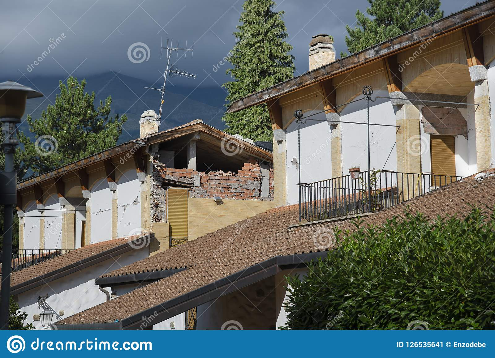 阿马特里切-意大利,瓦砾由于地震在2016年