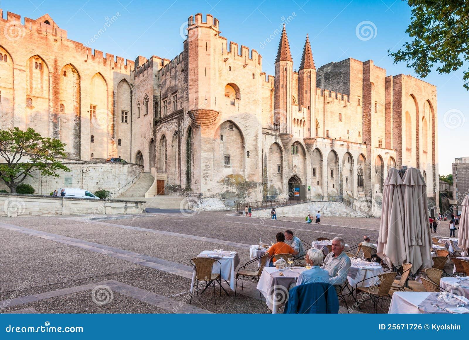 公�yd�9�މ_9阿尔卑斯阿维尼翁azur咖啡馆中央棚d欧洲法国前宫殿人普罗旺斯9月