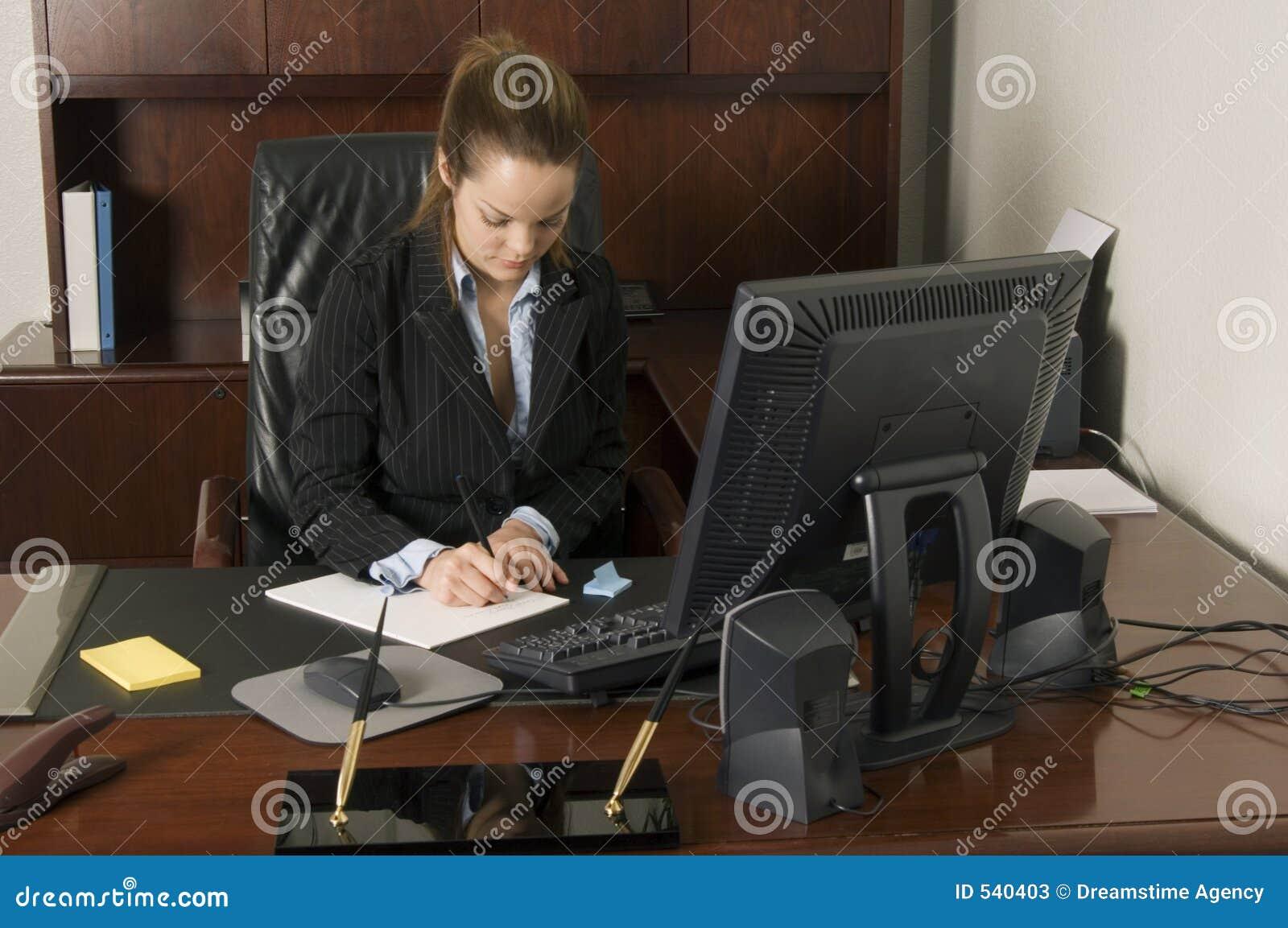 Download 附注采取 库存图片. 图片 包括有 确信, 通信, 执行委员, 方便, 商业, 计划, 交易, 服务台, 职员 - 540403