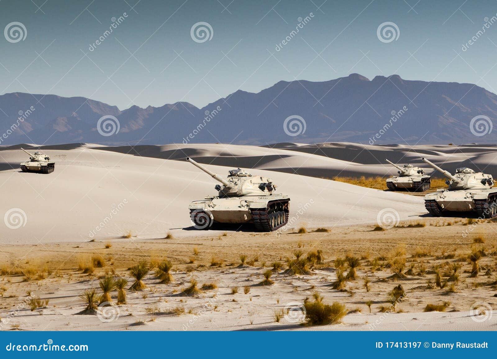陆军沙漠回旋空白沙子的坦克