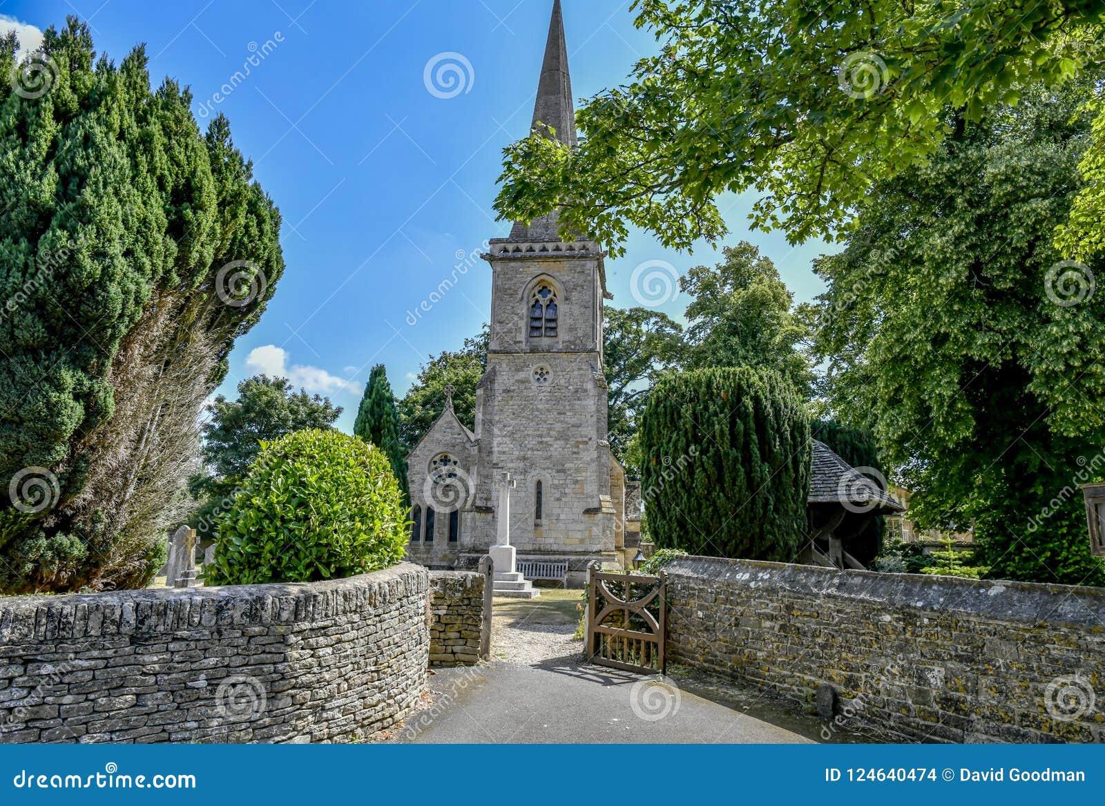 降低屠杀, COTSWOLDS,格洛斯特郡,英国Cotswold石头村庄在夏天下午阳光下