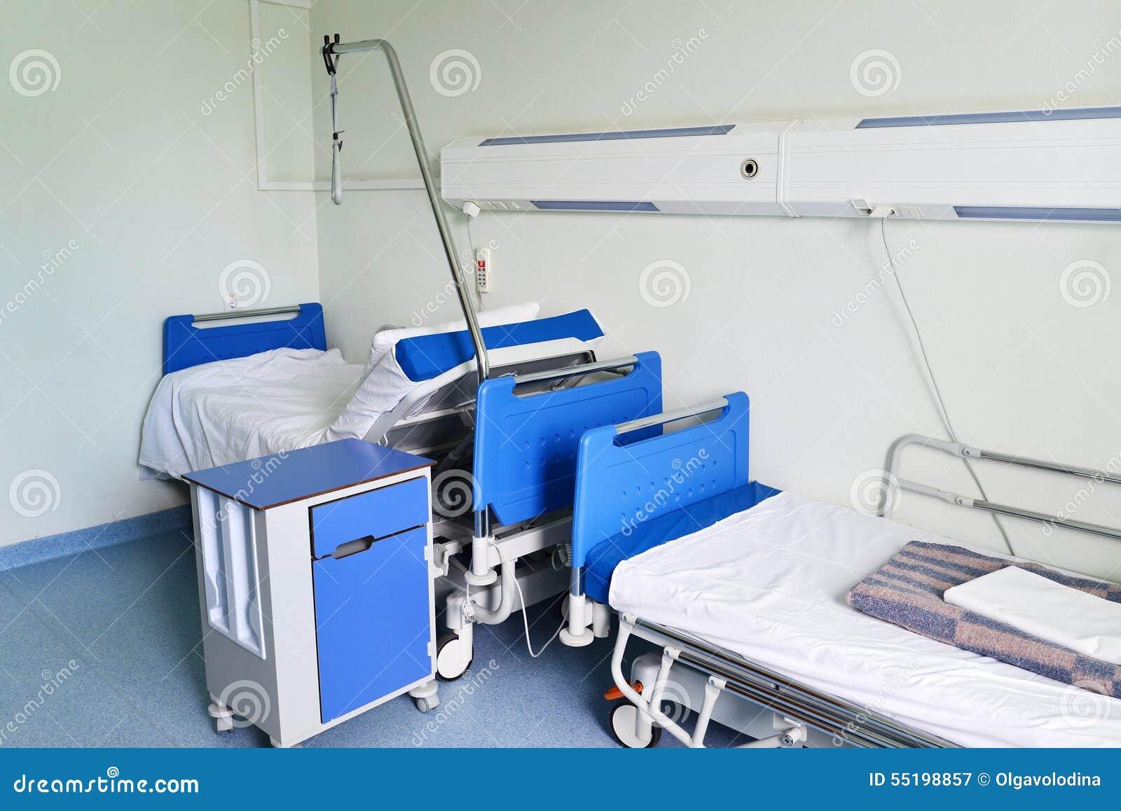 医院病床在一个私有医院病房里.图片