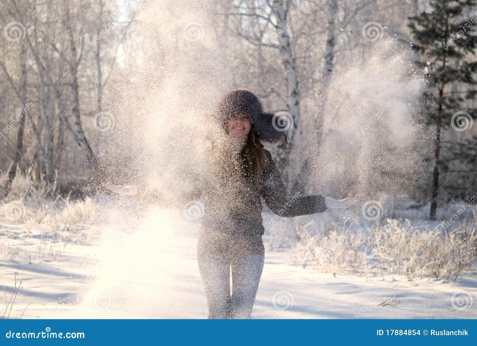 随风飘飞的雪