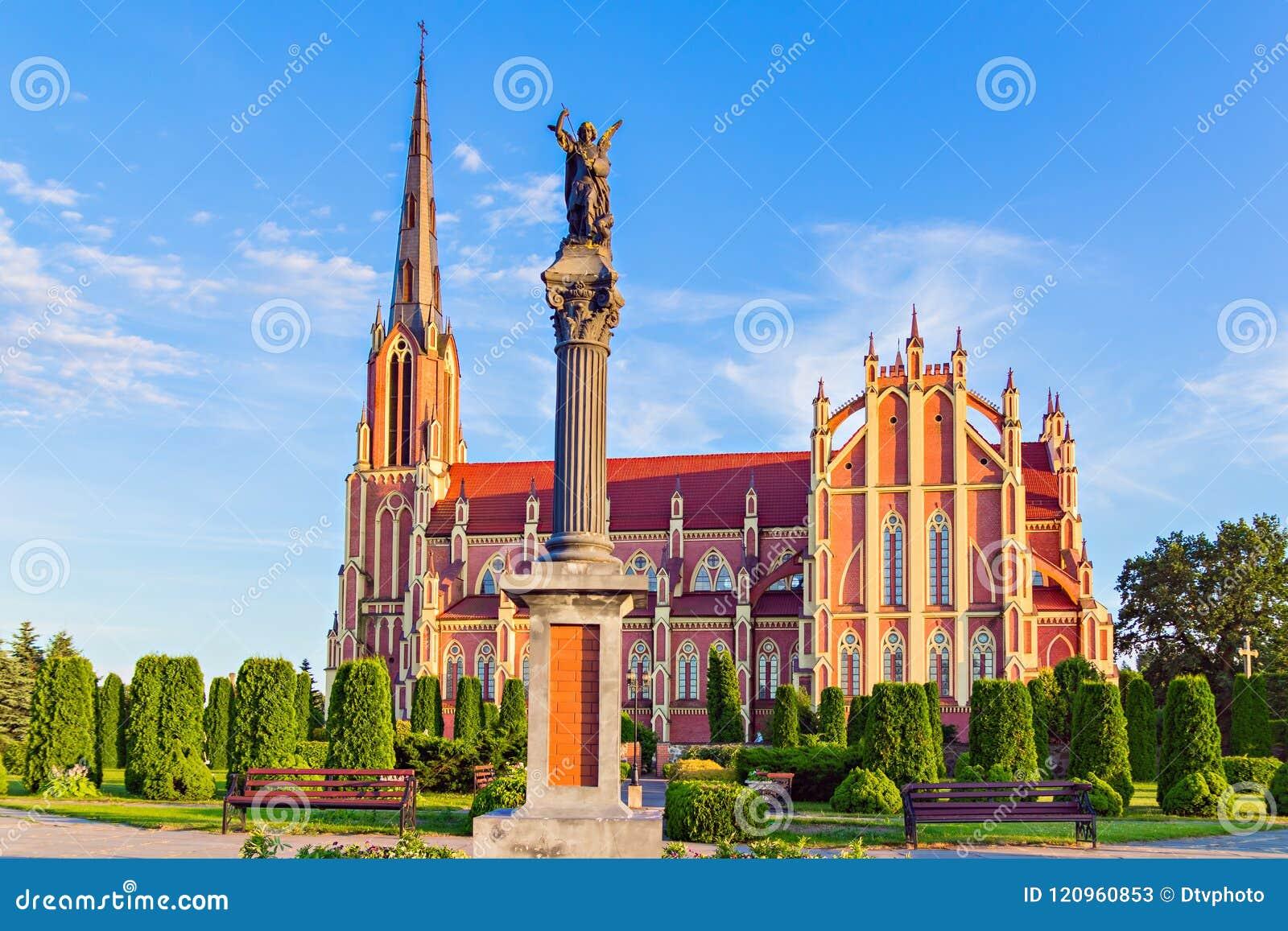 雄伟美丽的三位一体教会在Gervyaty,白俄罗斯