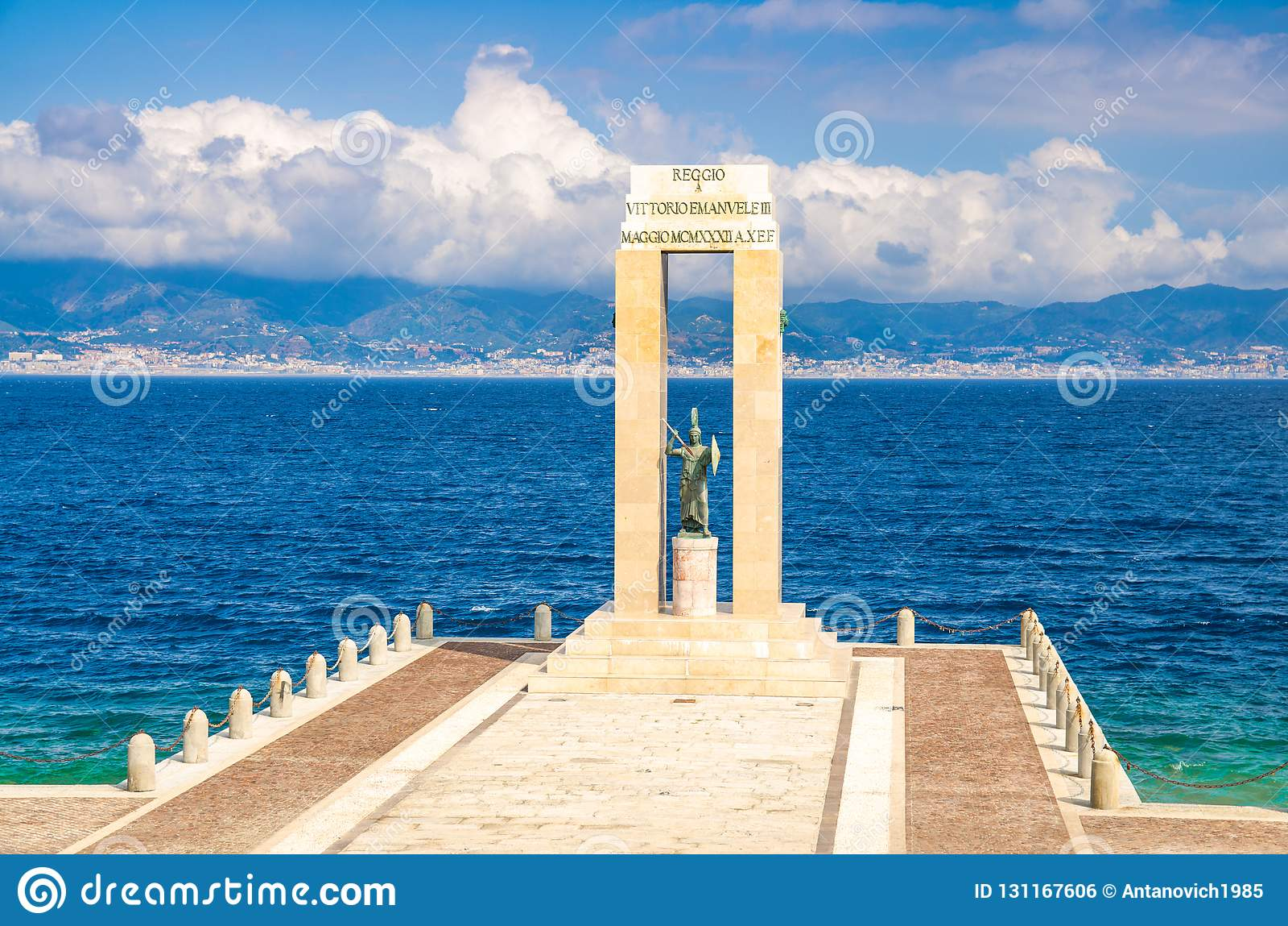 雅典娜女神雕象,雷焦卡拉布里亚,意大利南部