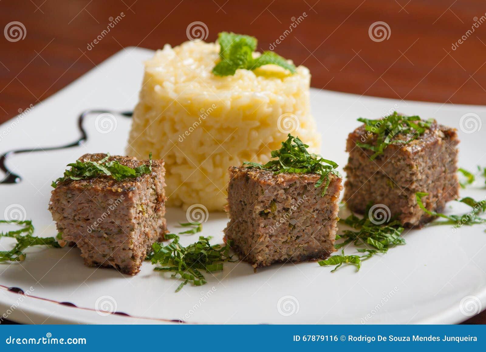 集会kibbeh膳食