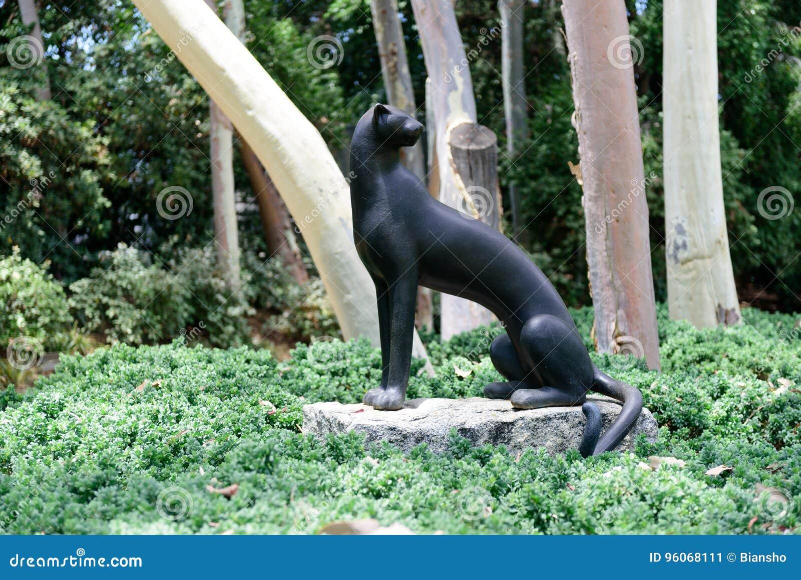 雕塑狮身人面象在诺顿西蒙博物馆