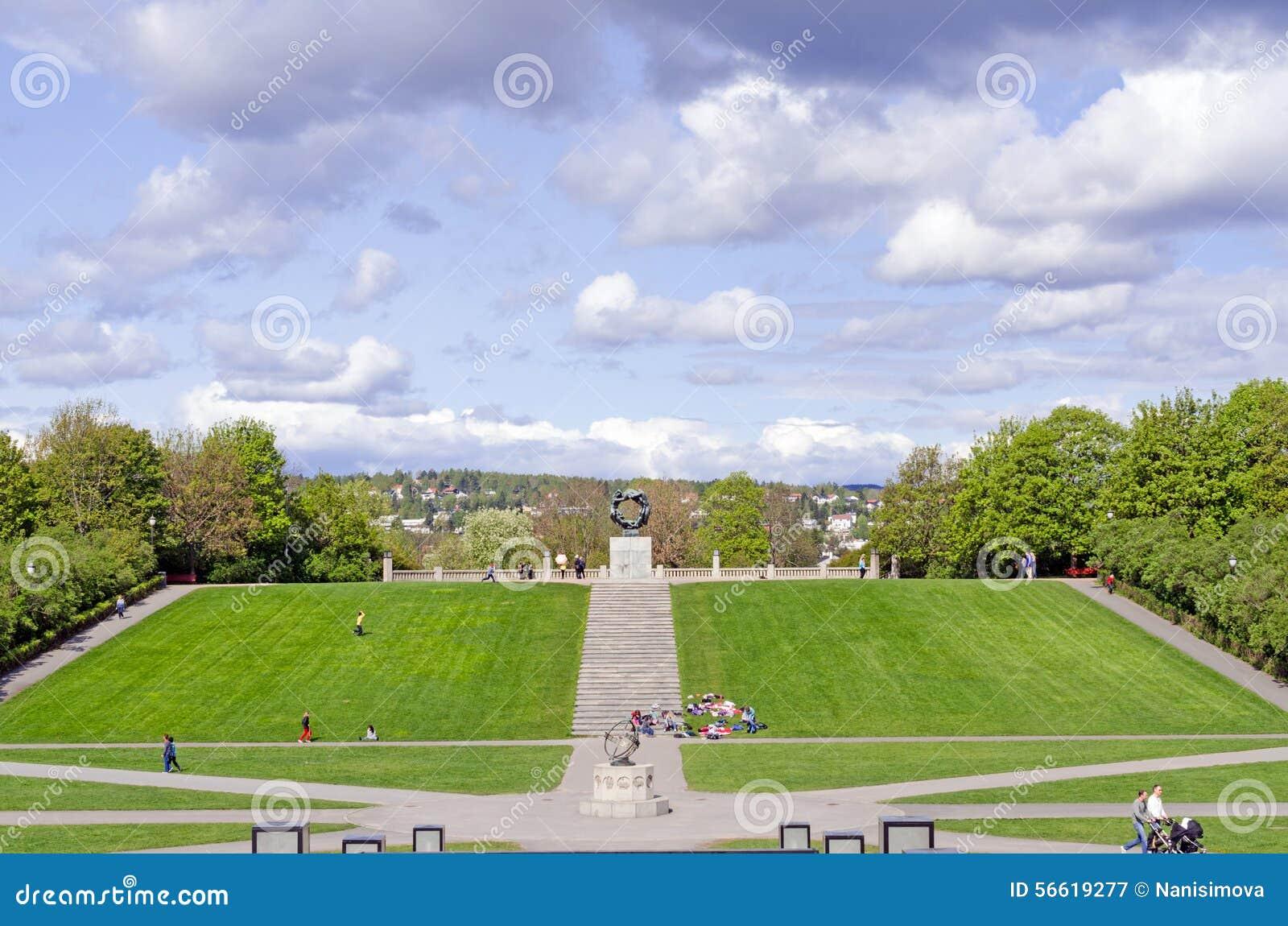 雕象在奥斯陆圈子的Vigeland公园