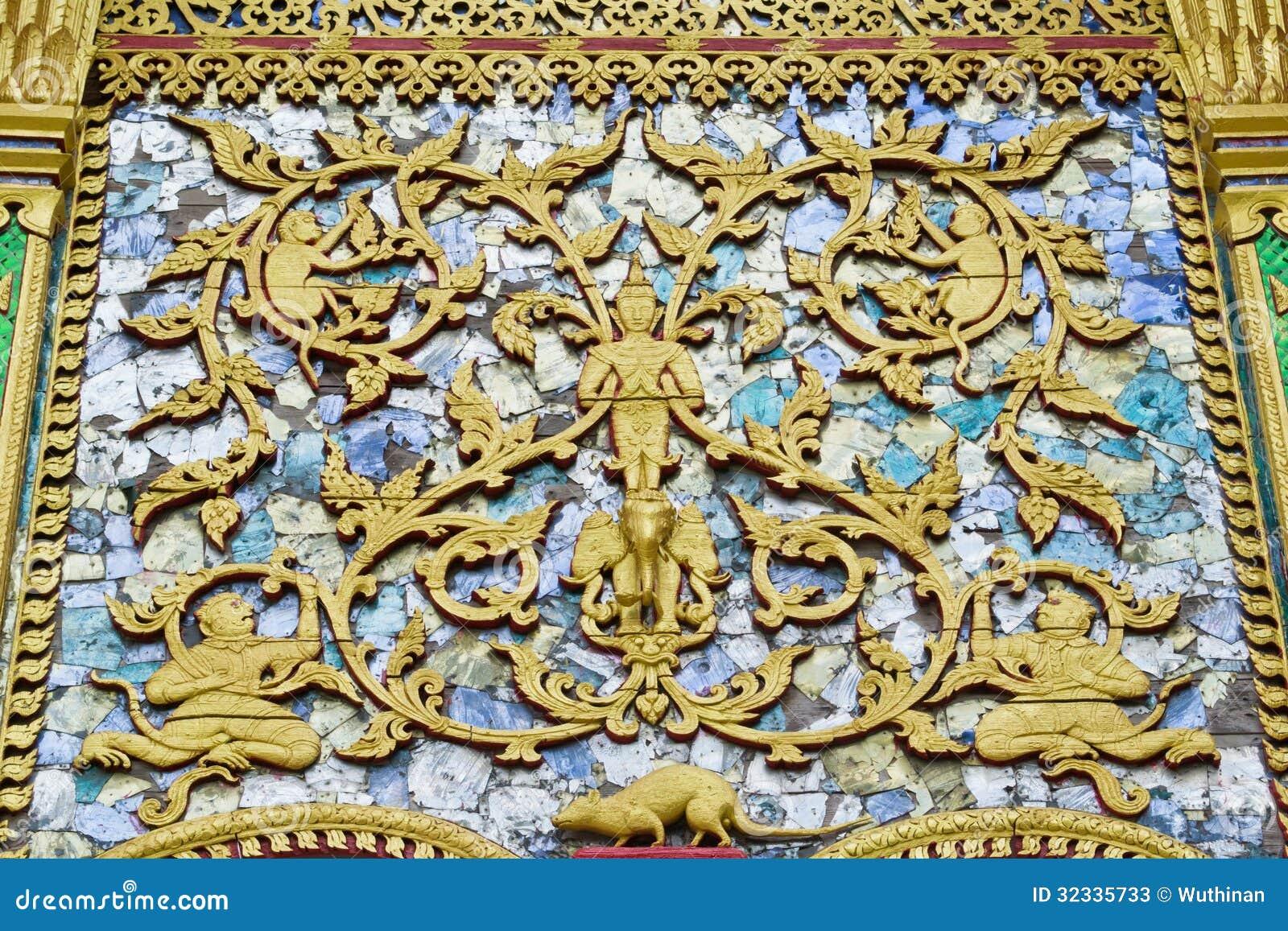 雕刻泰国的木头